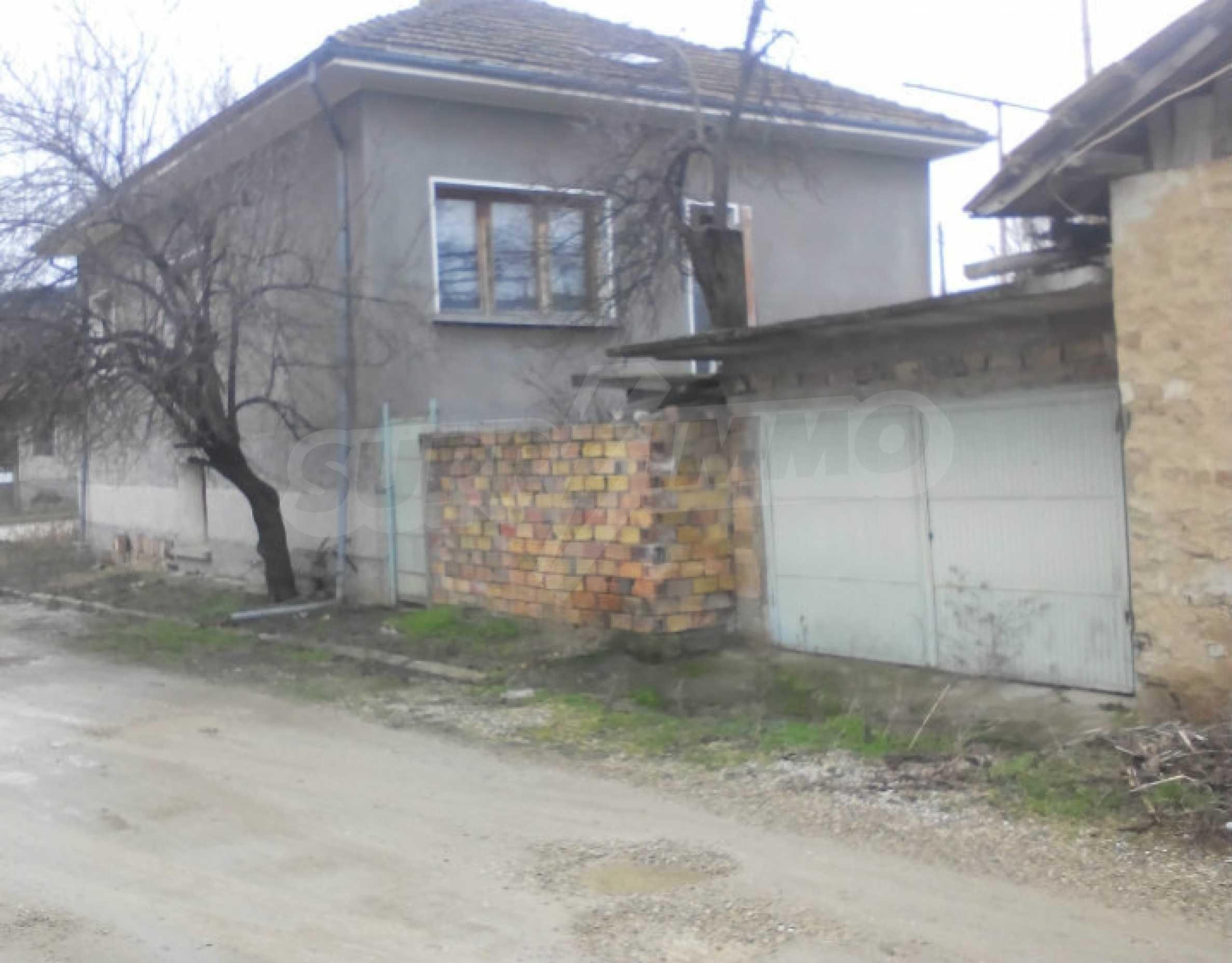 Двуетажна масивна къща в село на 25 км от Велико Търново 1