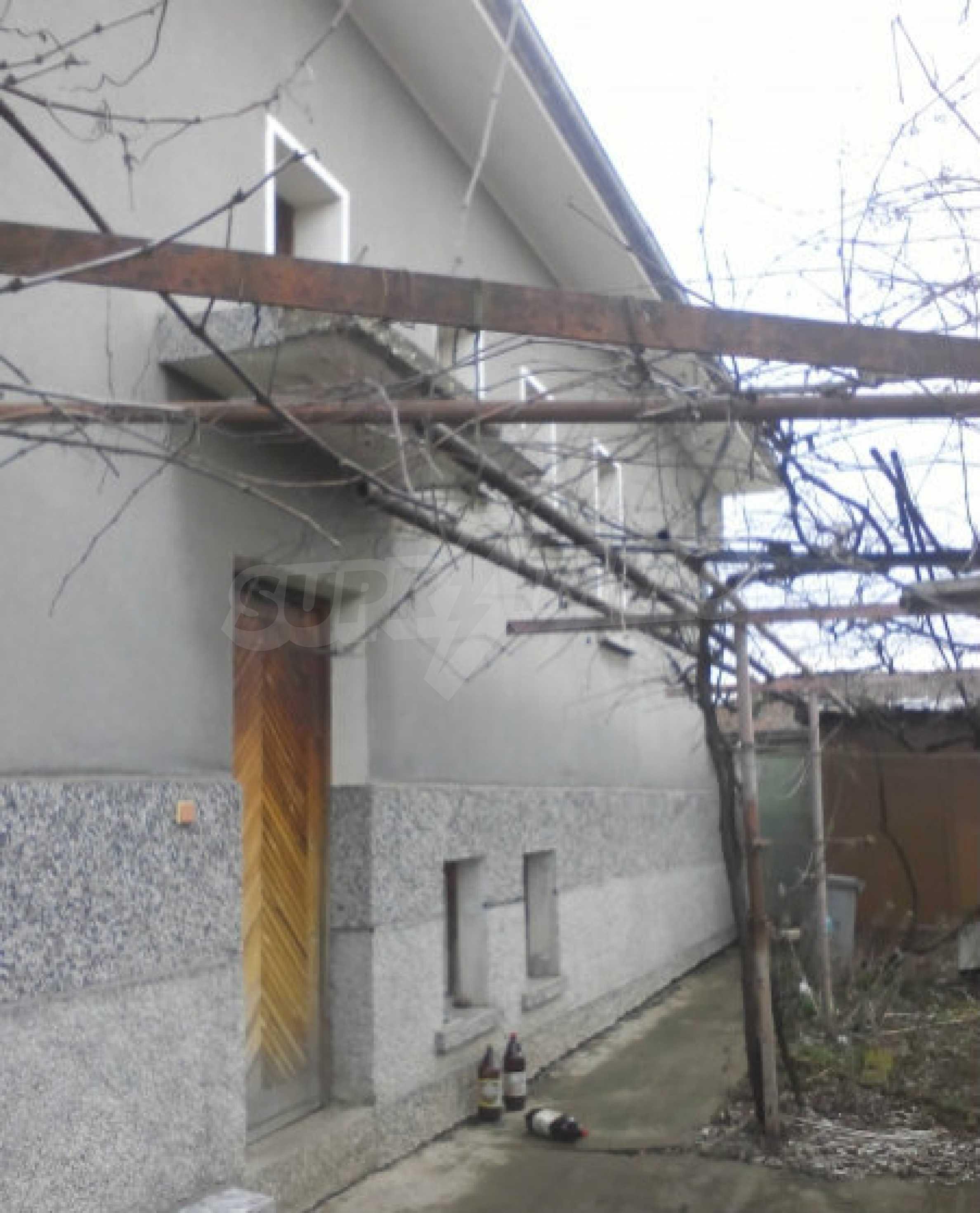 Двуетажна масивна къща в село на 25 км от Велико Търново 2