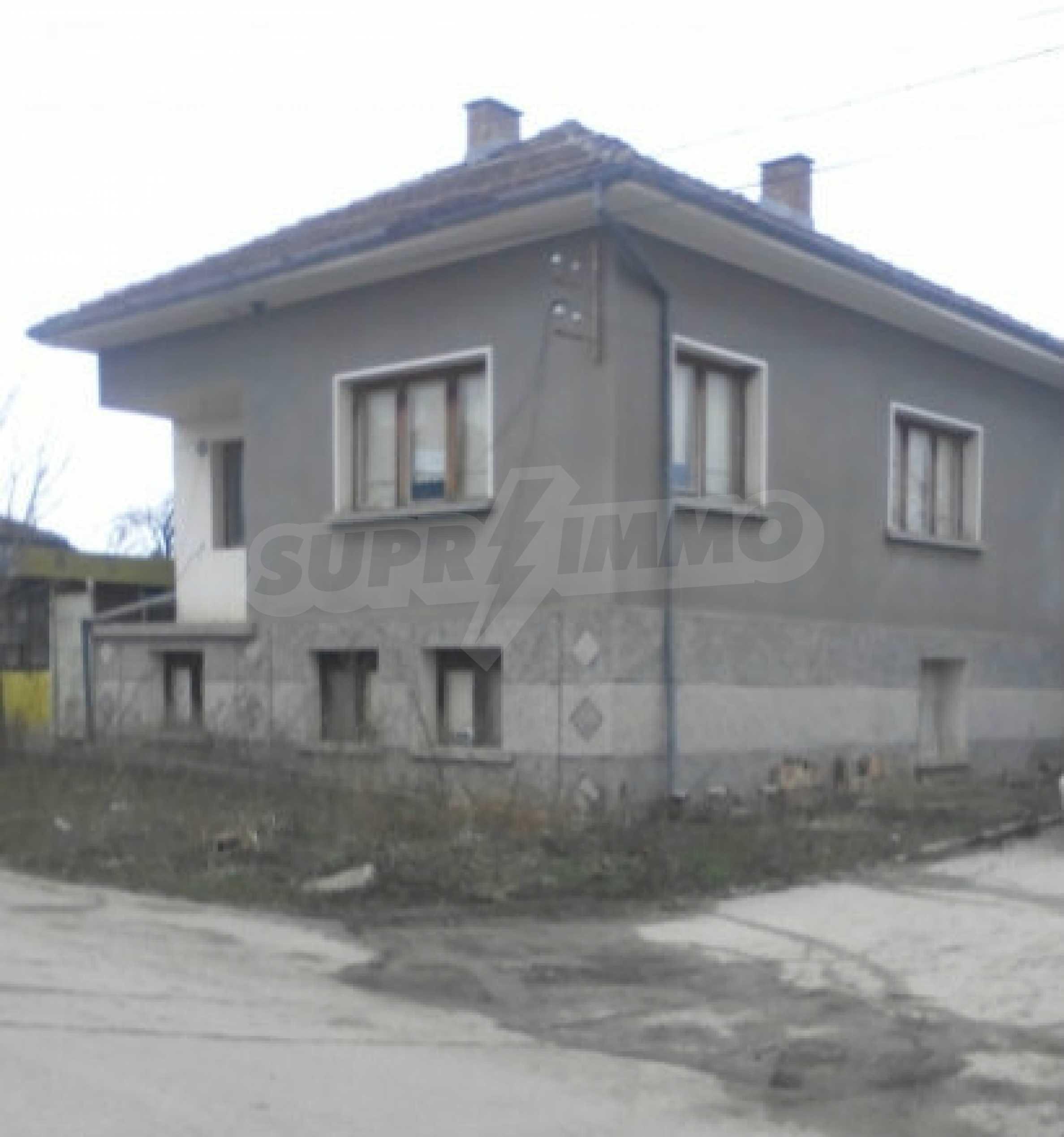 Двуетажна масивна къща в село на 25 км от Велико Търново 4