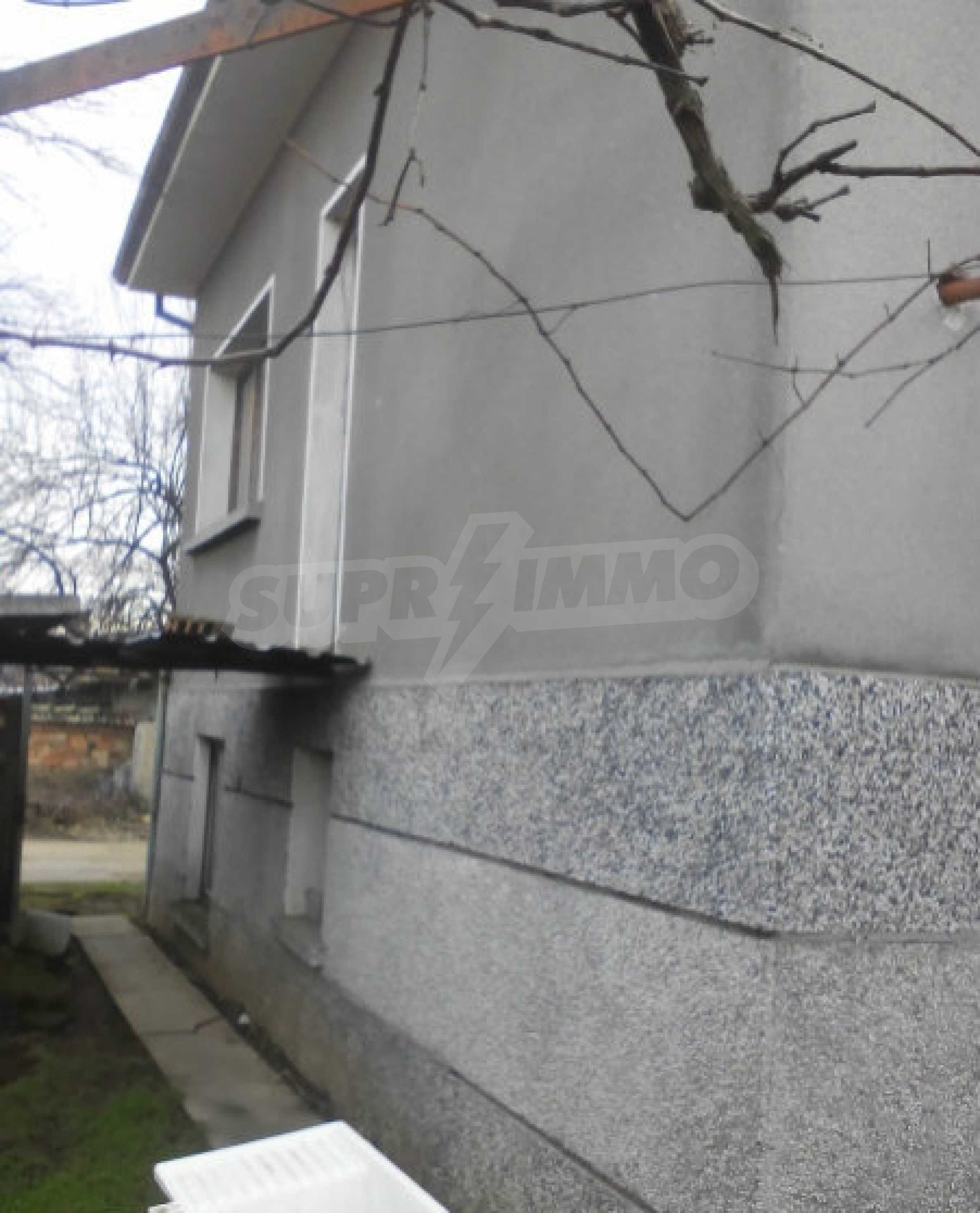 Двуетажна масивна къща в село на 25 км от Велико Търново 5