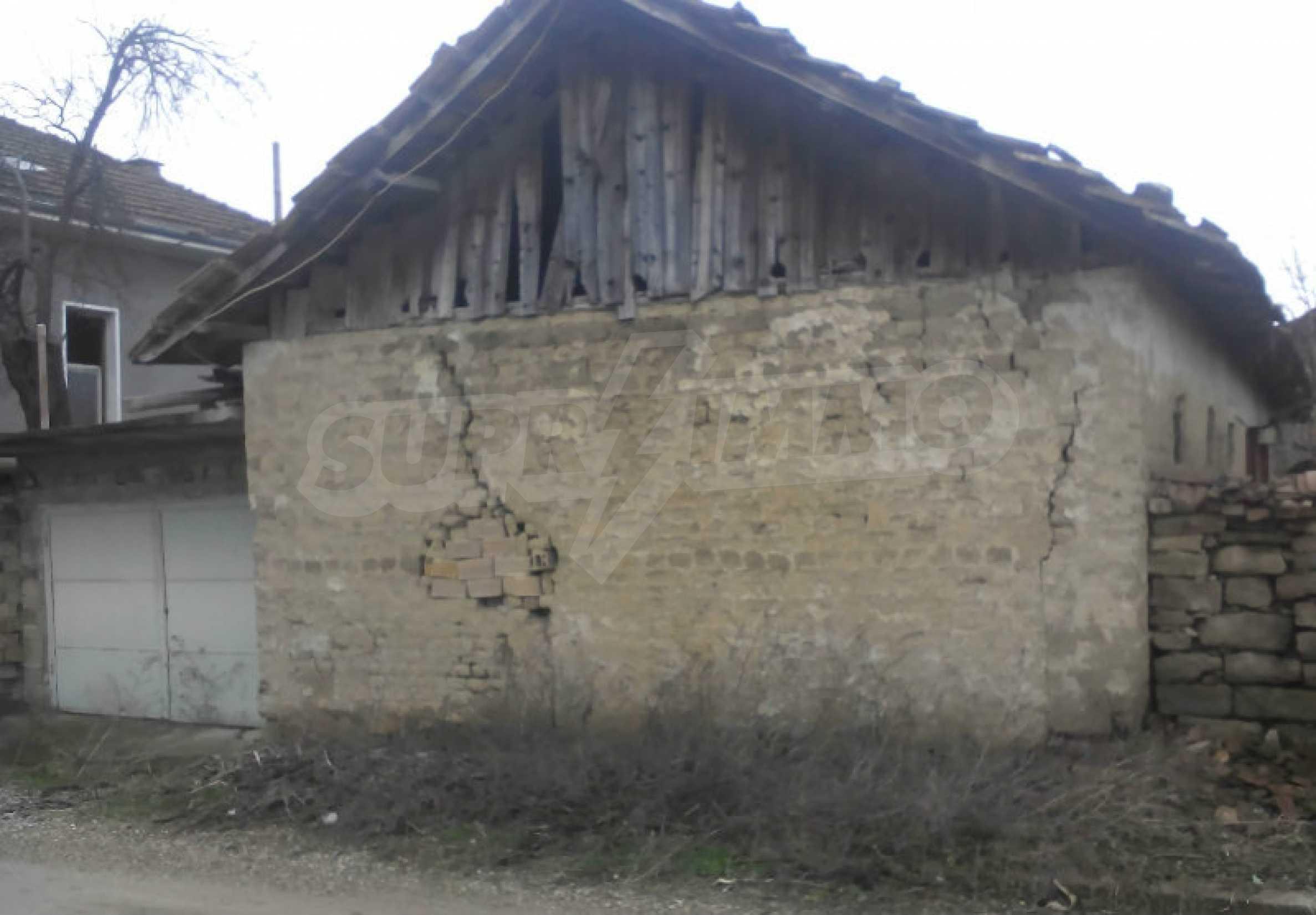 Двуетажна масивна къща в село на 25 км от Велико Търново 6