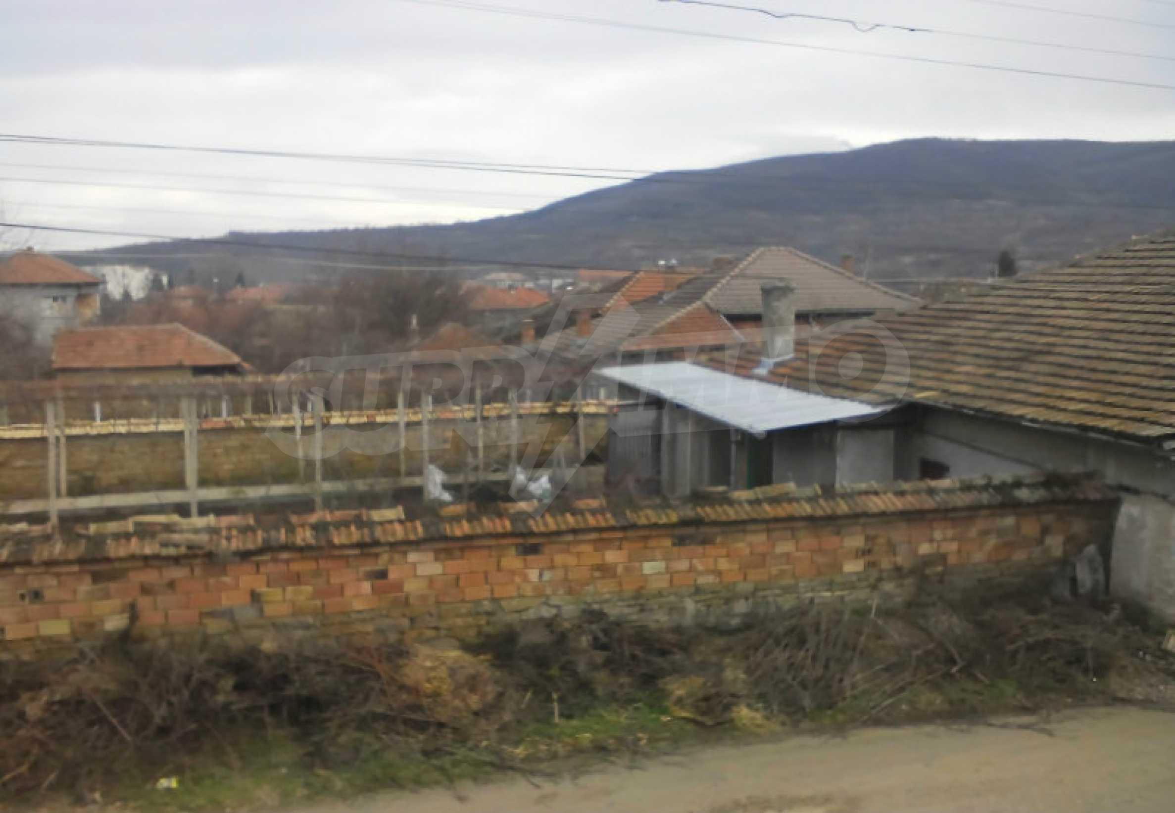 Двуетажна масивна къща в село на 25 км от Велико Търново 8