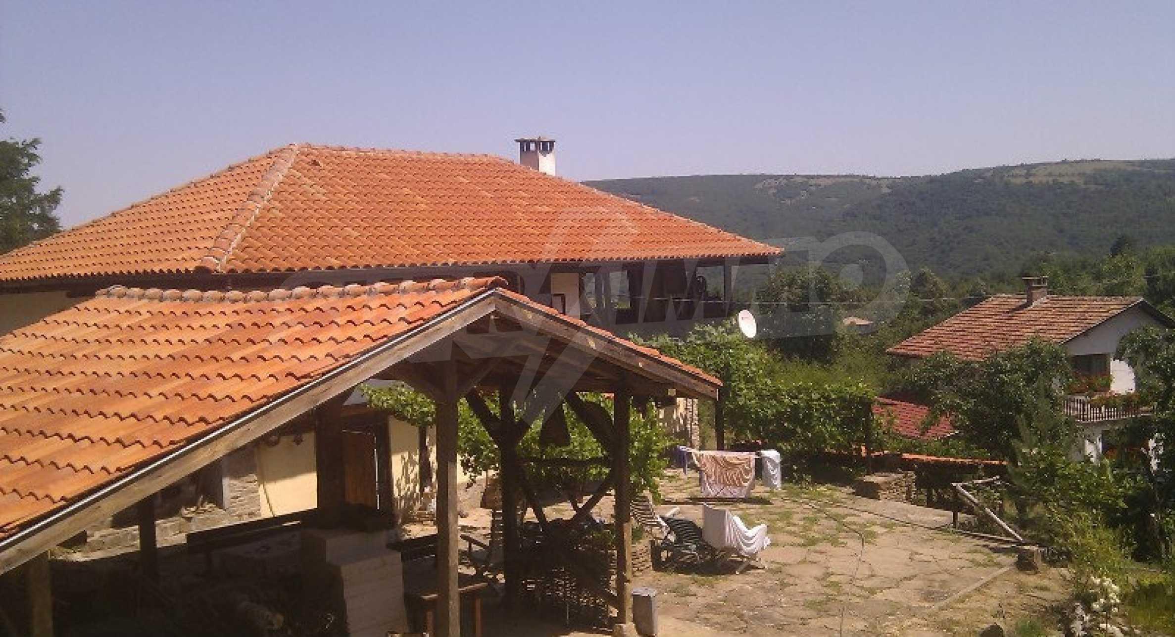 Реновиран и обзаведен имот с басейн на 7 км от Габрово