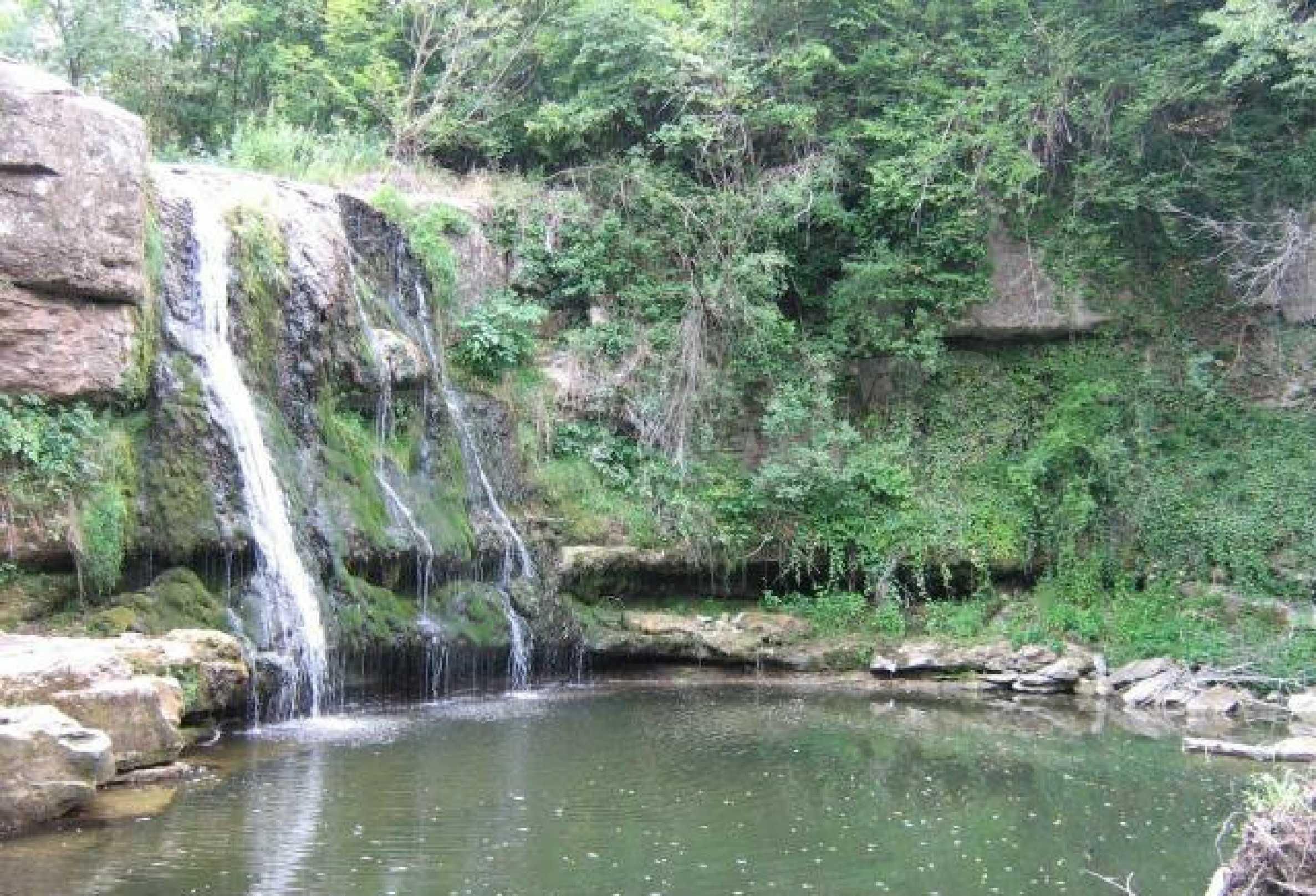 Реновиран и обзаведен имот с басейн на 7 км от Габрово 11