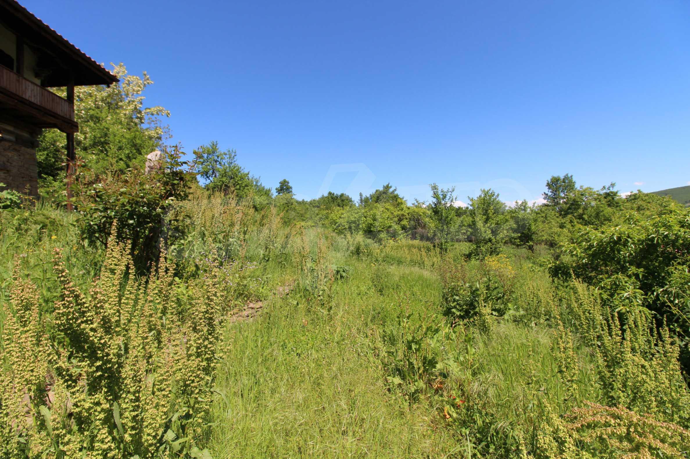 Реновиран и обзаведен имот с басейн на 7 км от Габрово 16