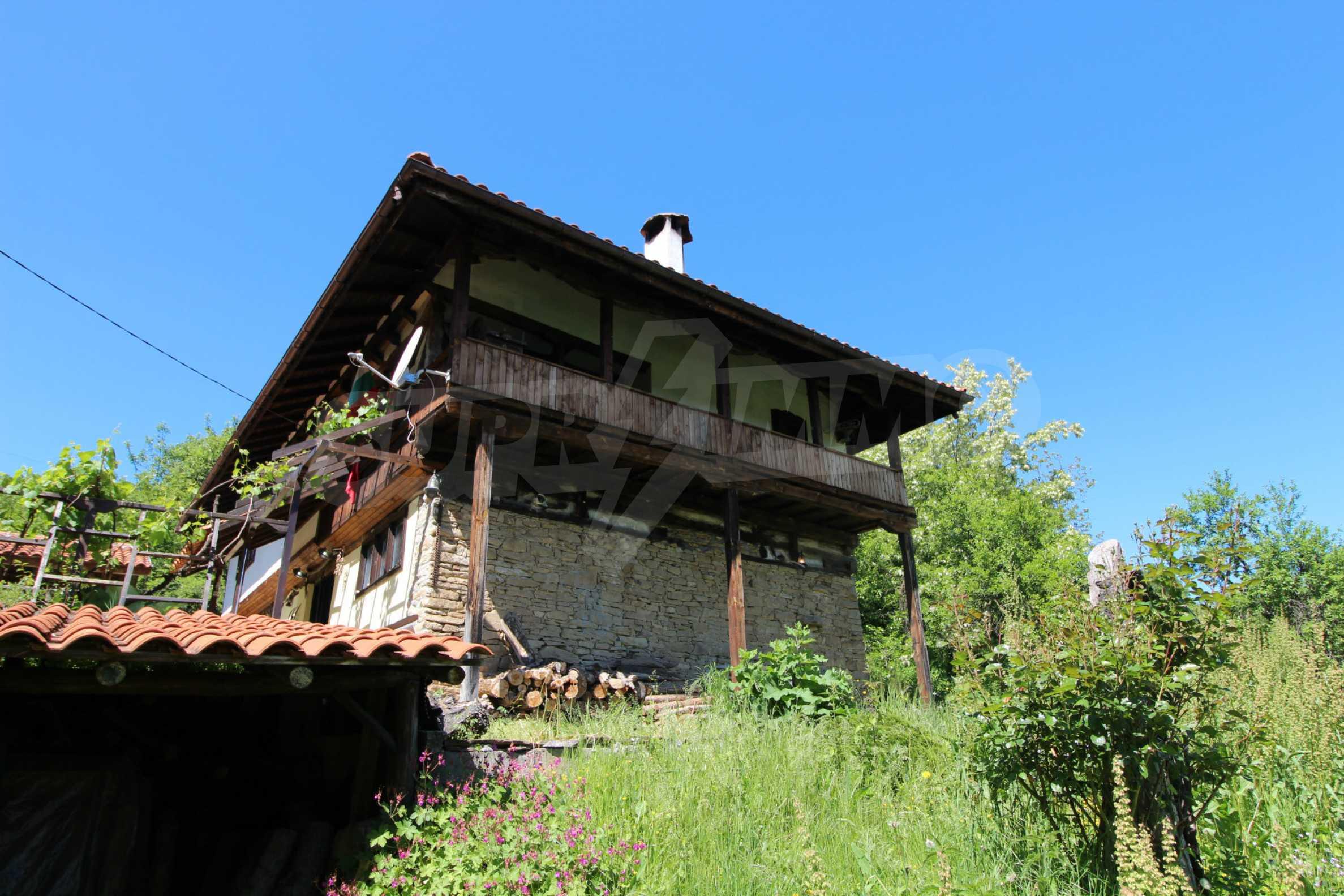 Реновиран и обзаведен имот с басейн на 7 км от Габрово 17