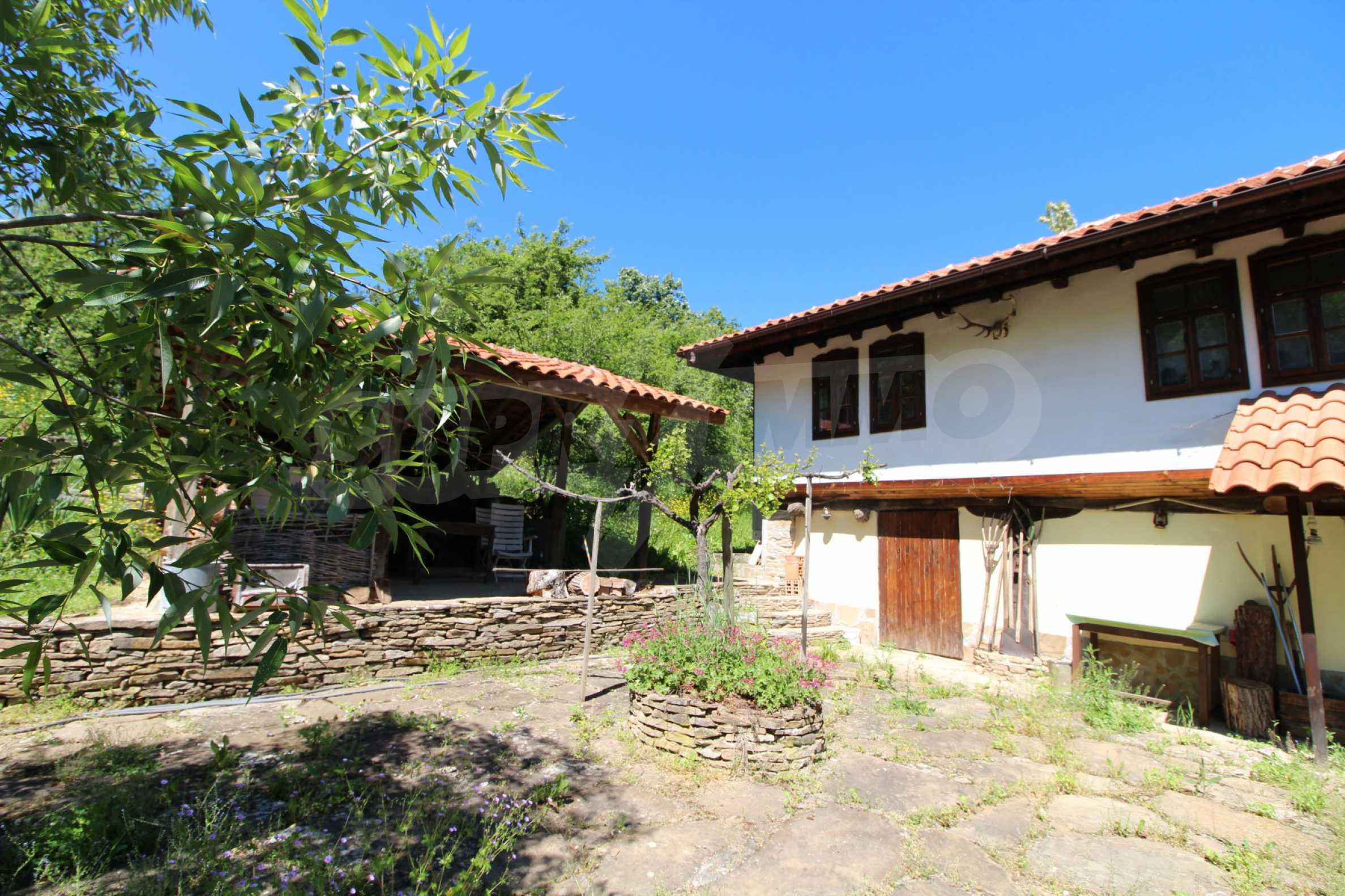 Реновиран и обзаведен имот с басейн на 7 км от Габрово 18