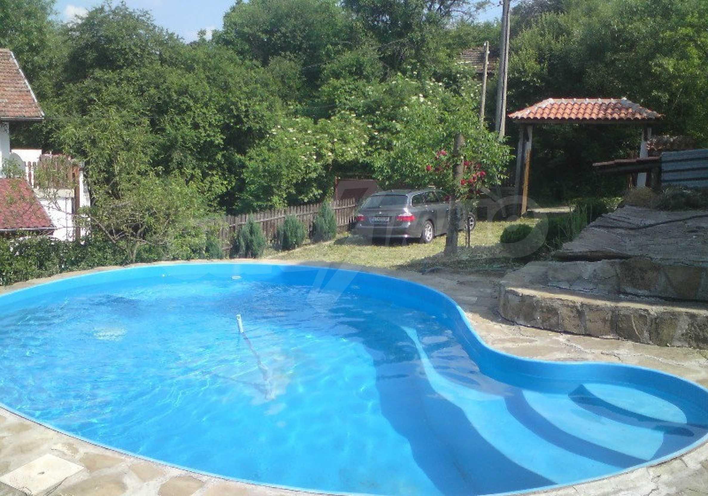 Реновиран и обзаведен имот с басейн на 7 км от Габрово 1