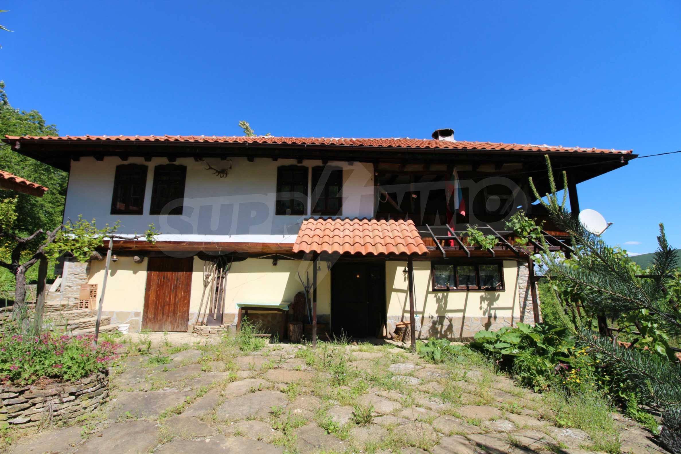 Реновиран и обзаведен имот с басейн на 7 км от Габрово 19