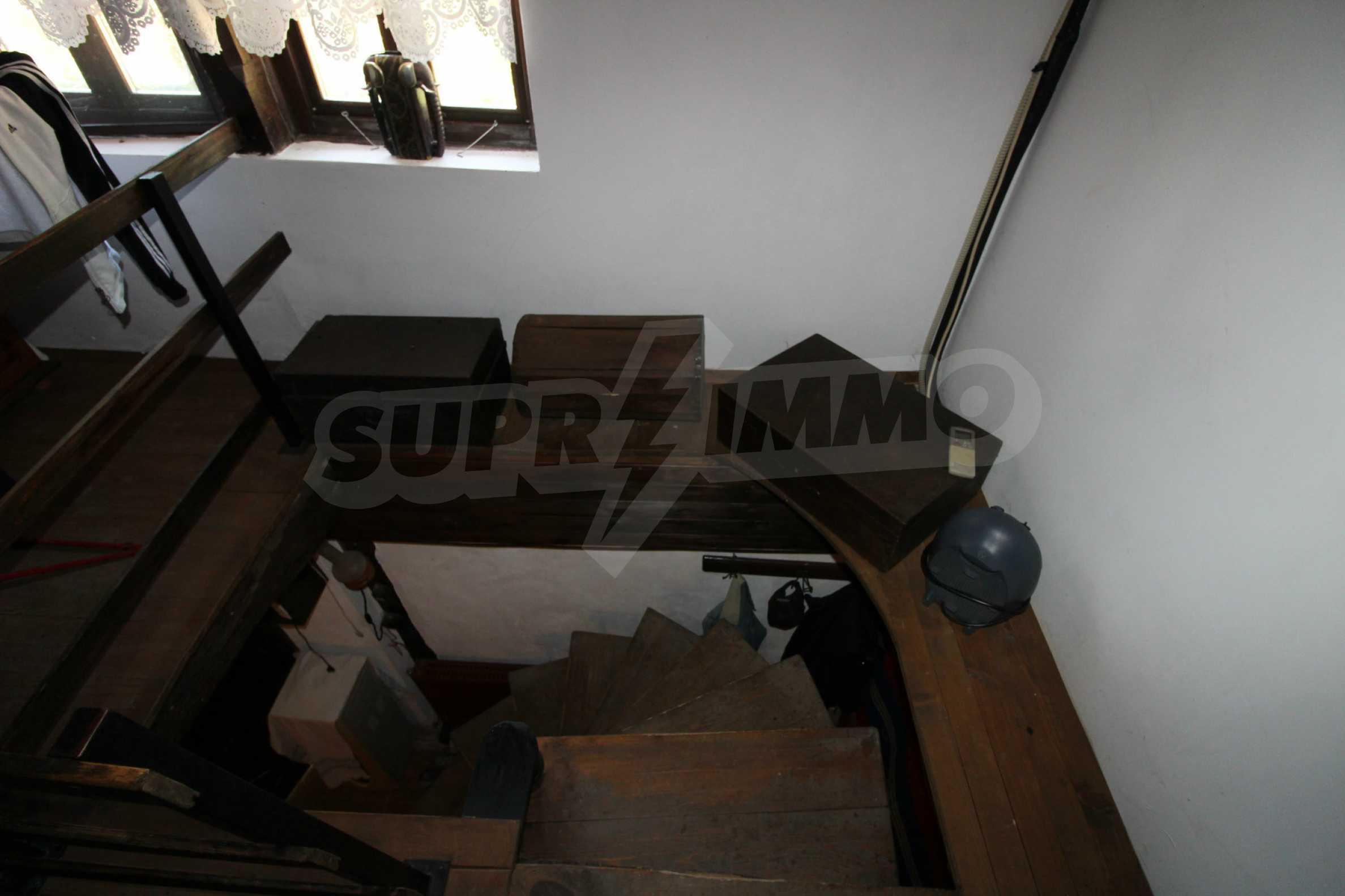 Реновиран и обзаведен имот с басейн на 7 км от Габрово 25