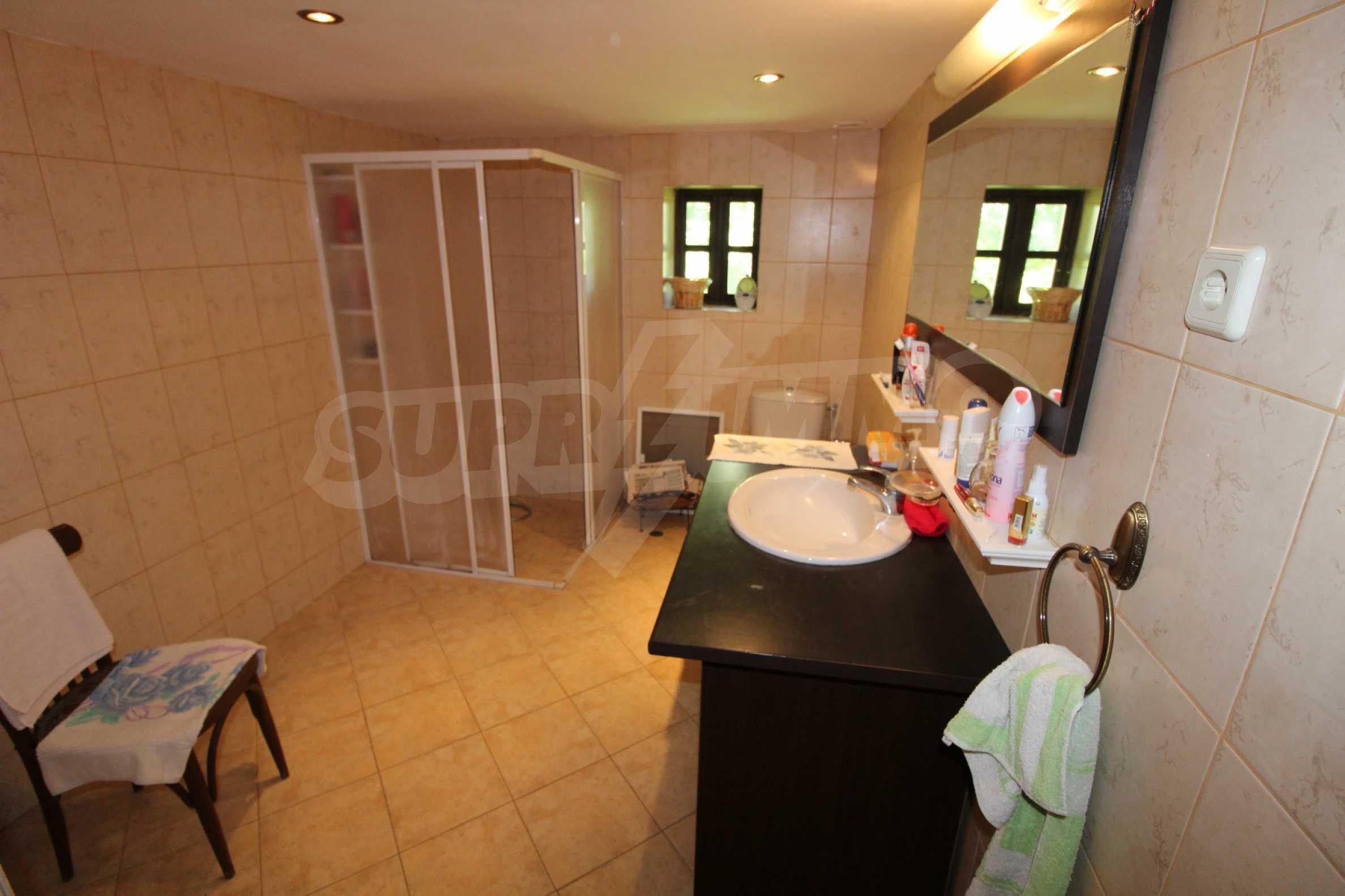 Реновиран и обзаведен имот с басейн на 7 км от Габрово 26