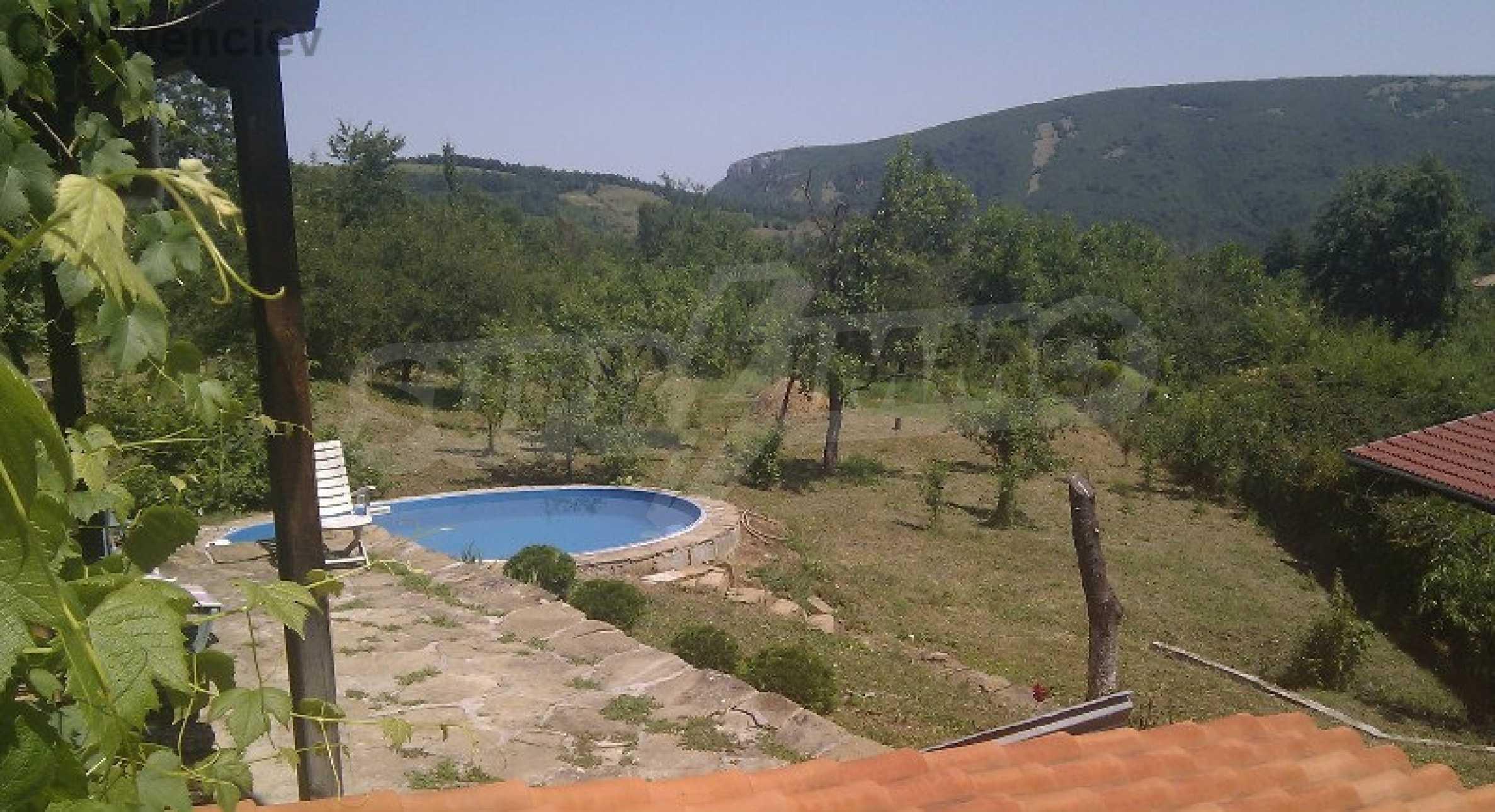 Реновиран и обзаведен имот с басейн на 7 км от Габрово 2