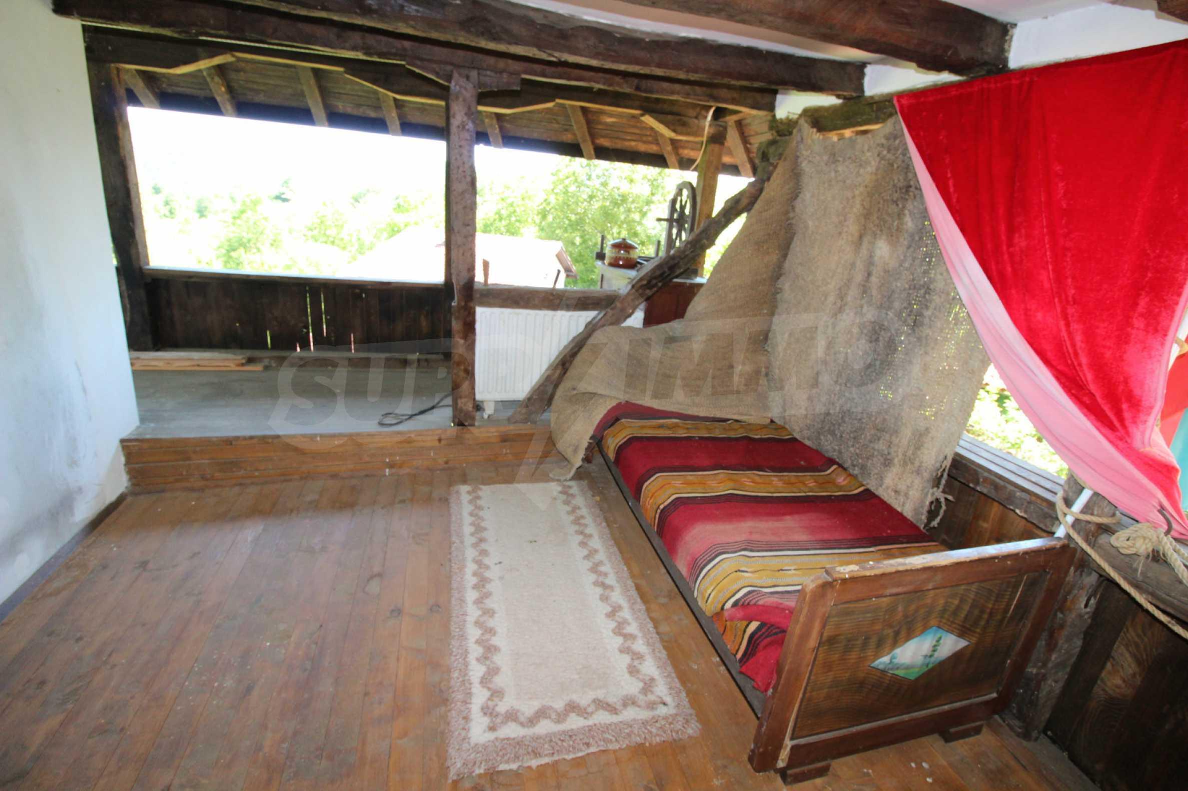 Реновиран и обзаведен имот с басейн на 7 км от Габрово 32