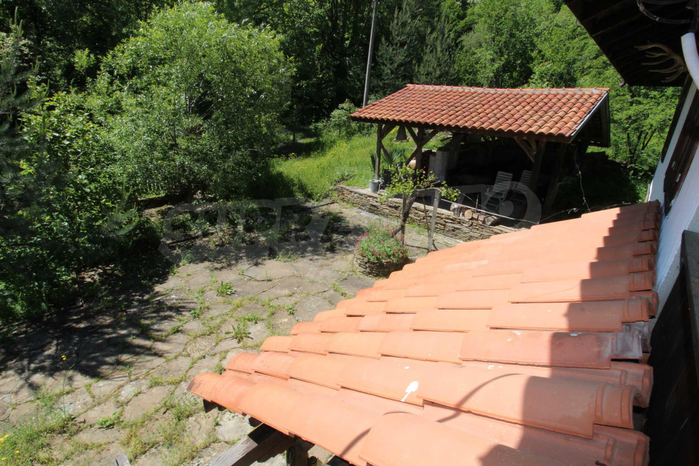 Реновиран и обзаведен имот с басейн на 7 км от Габрово 40
