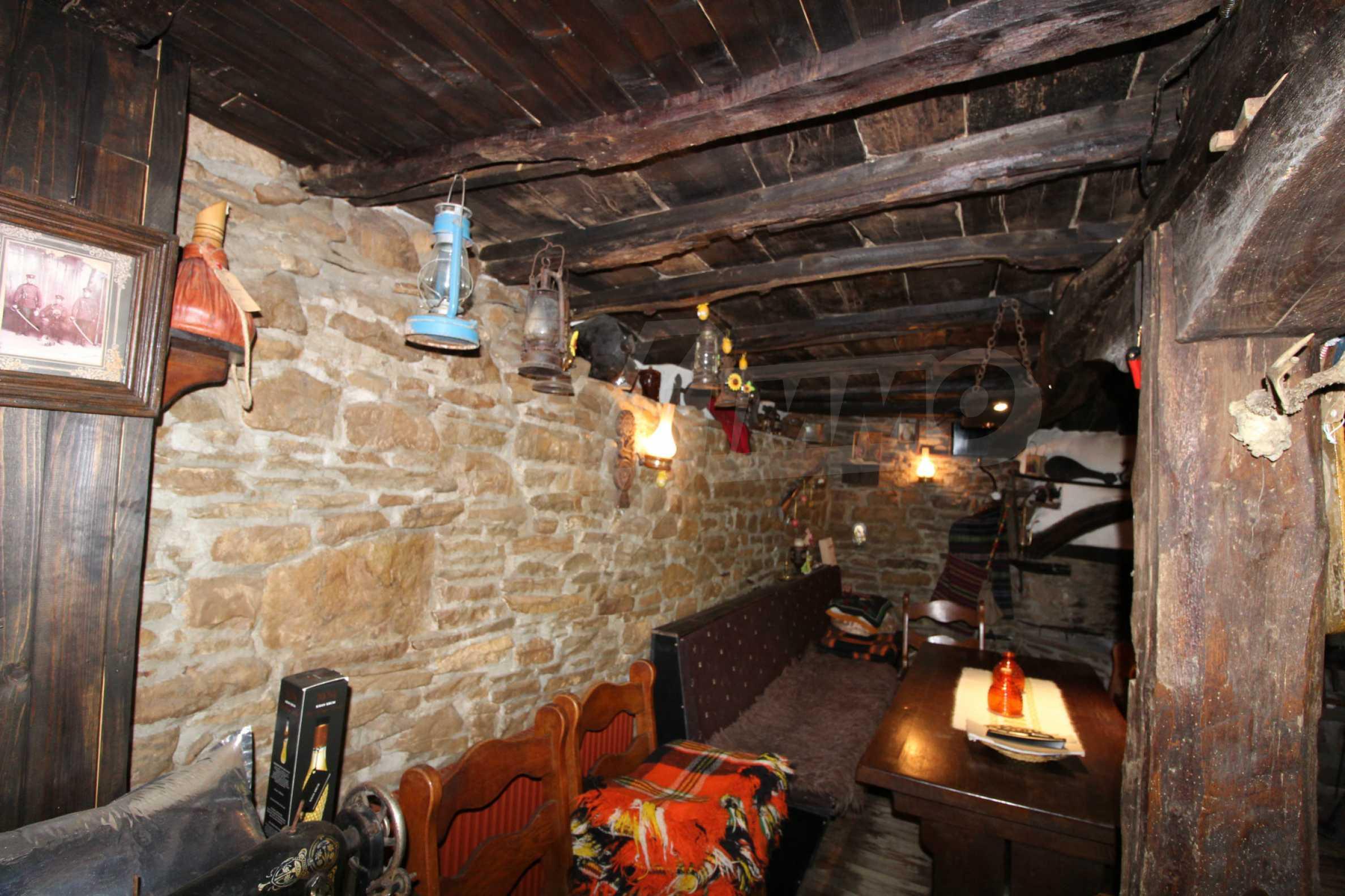 Реновиран и обзаведен имот с басейн на 7 км от Габрово 48