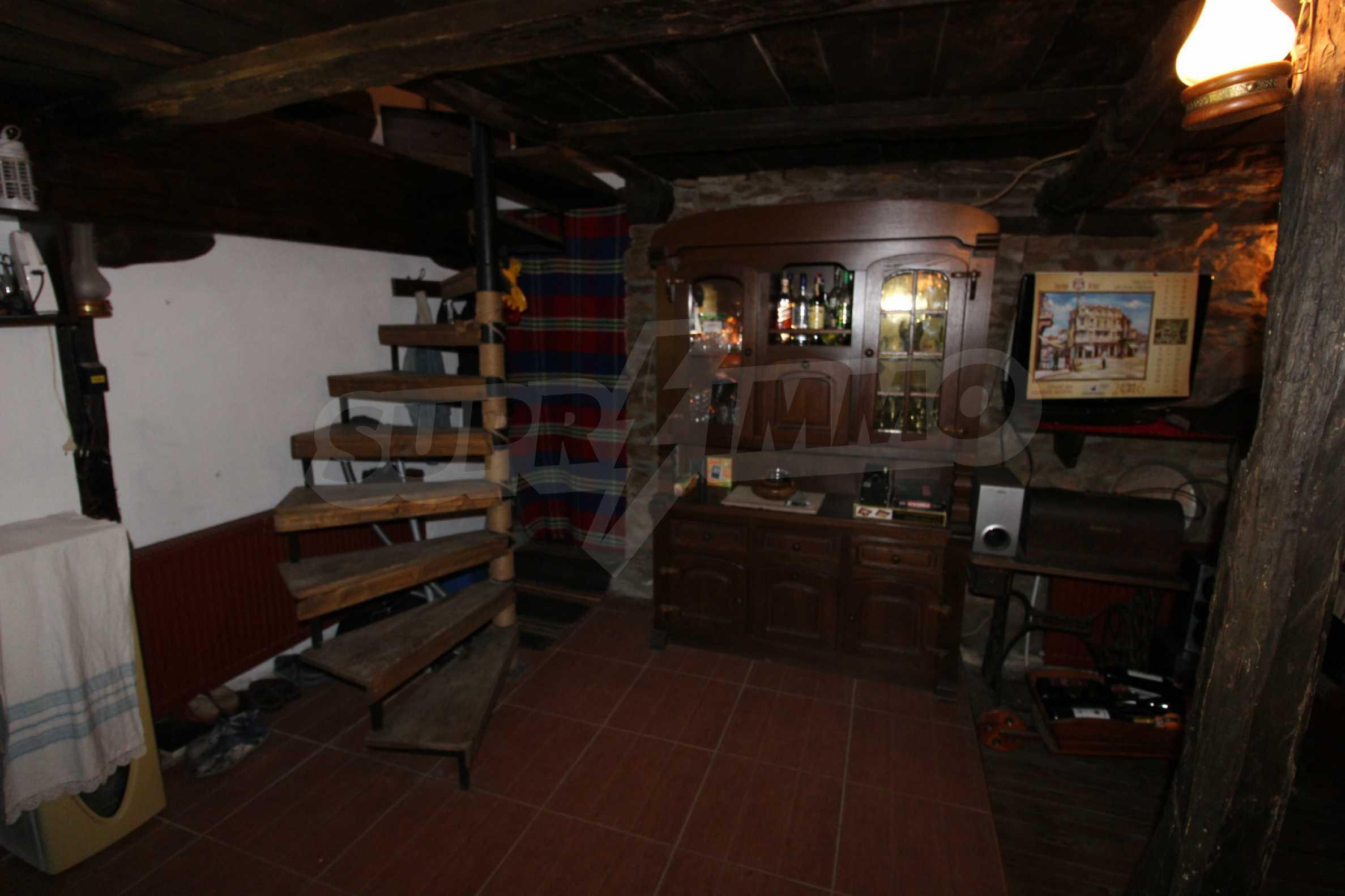 Реновиран и обзаведен имот с басейн на 7 км от Габрово 50