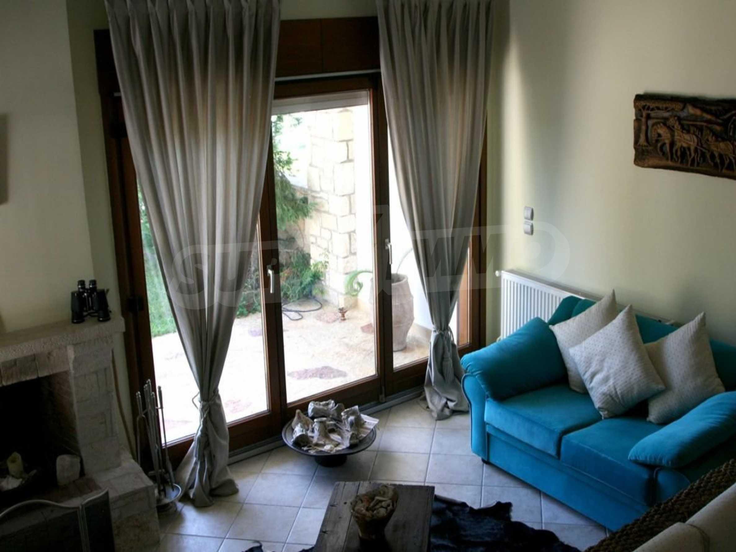 Луксозна къща  в  Посиди първа линия на морето 9