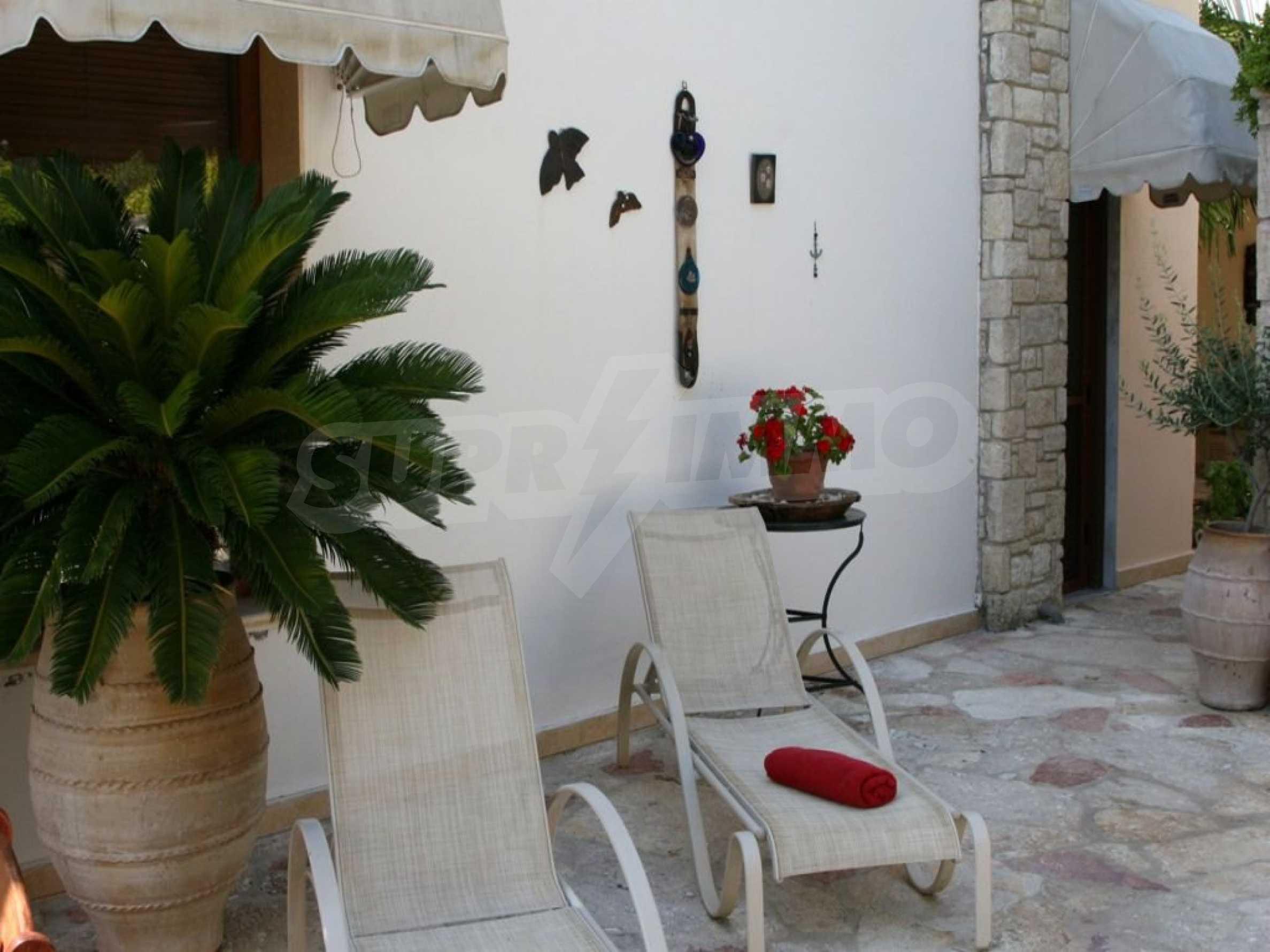Луксозна къща  в  Посиди първа линия на морето 13