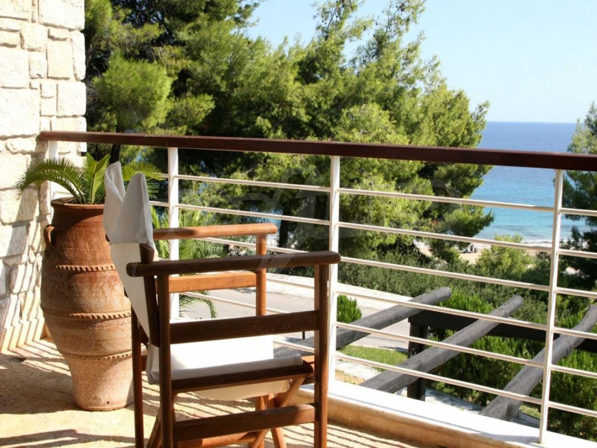 Луксозна къща  в  Посиди първа линия на морето 3