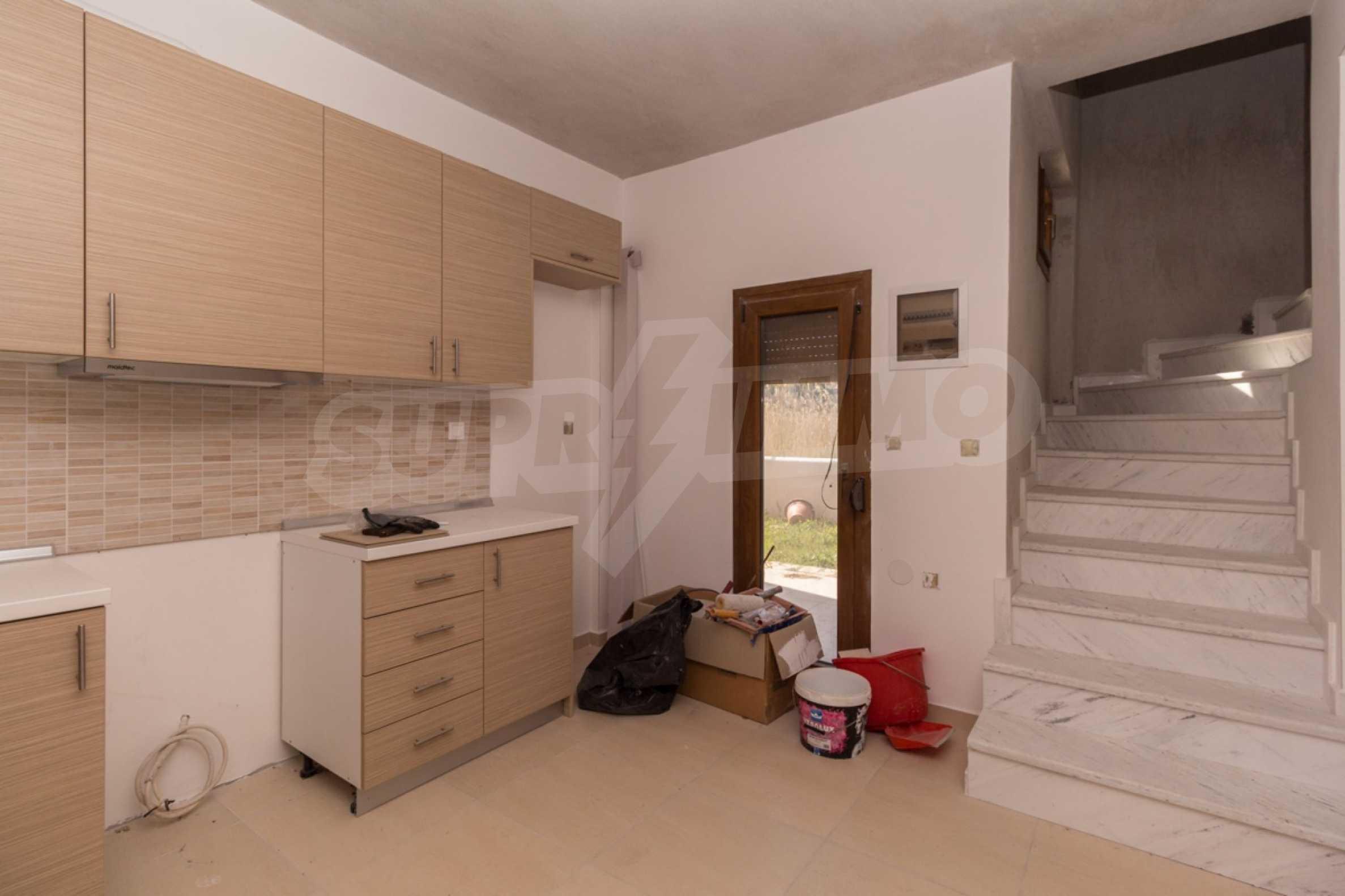 Къща  в  Неос Мармарас 12