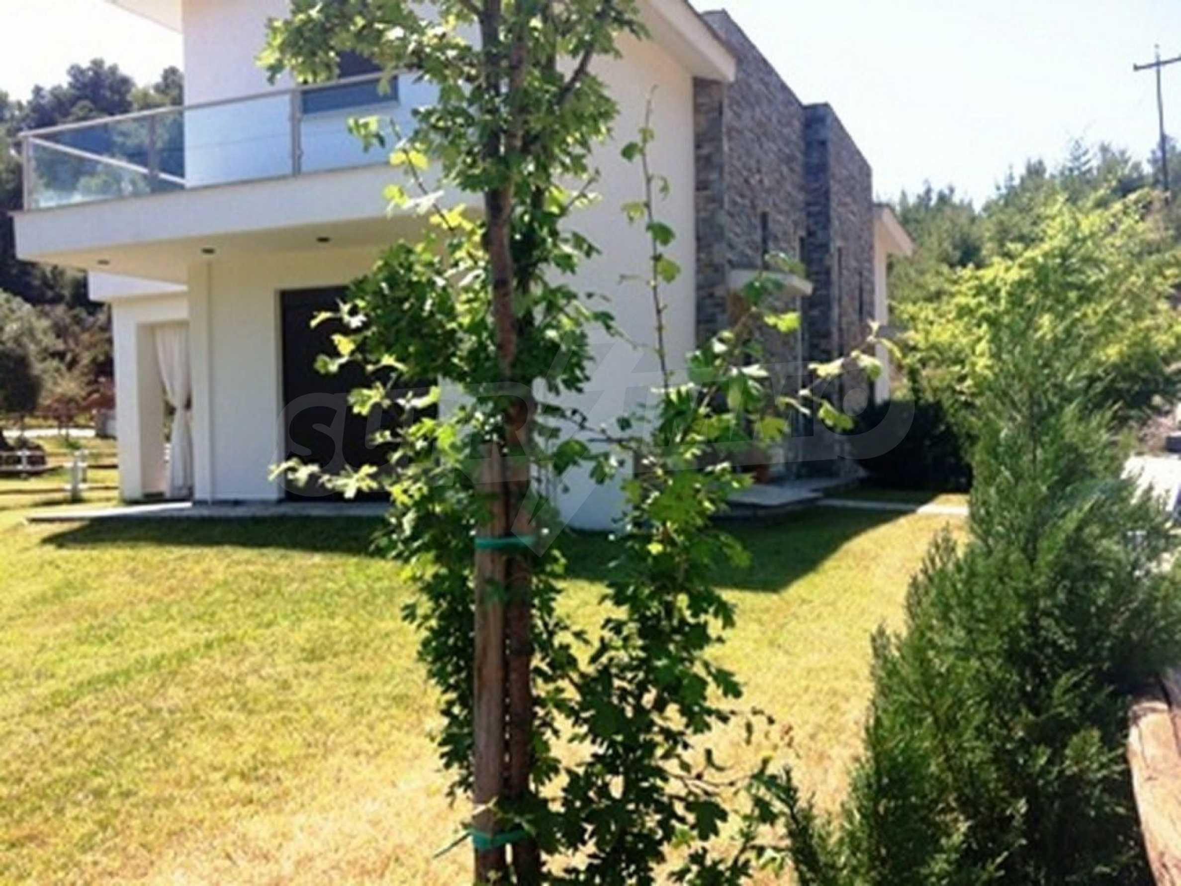 Къща  в  Акти Азапико 2
