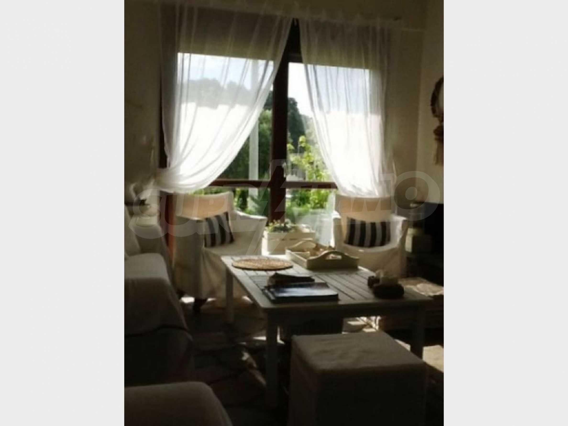 Къща  в  Акти Азапико 6