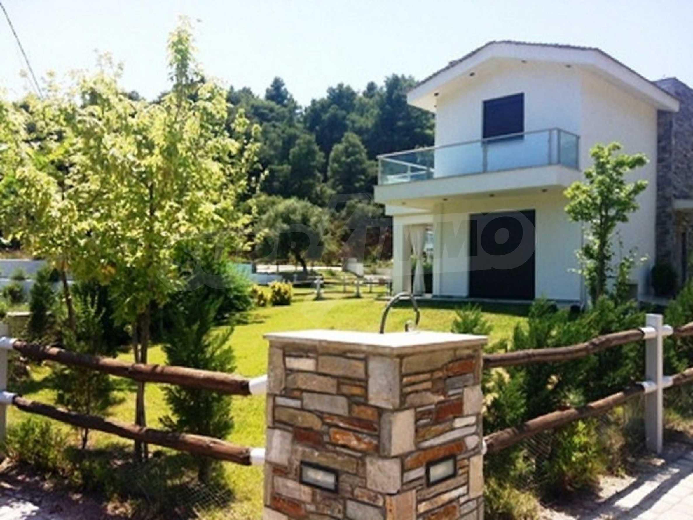 Къща  в  Акти Азапико 8