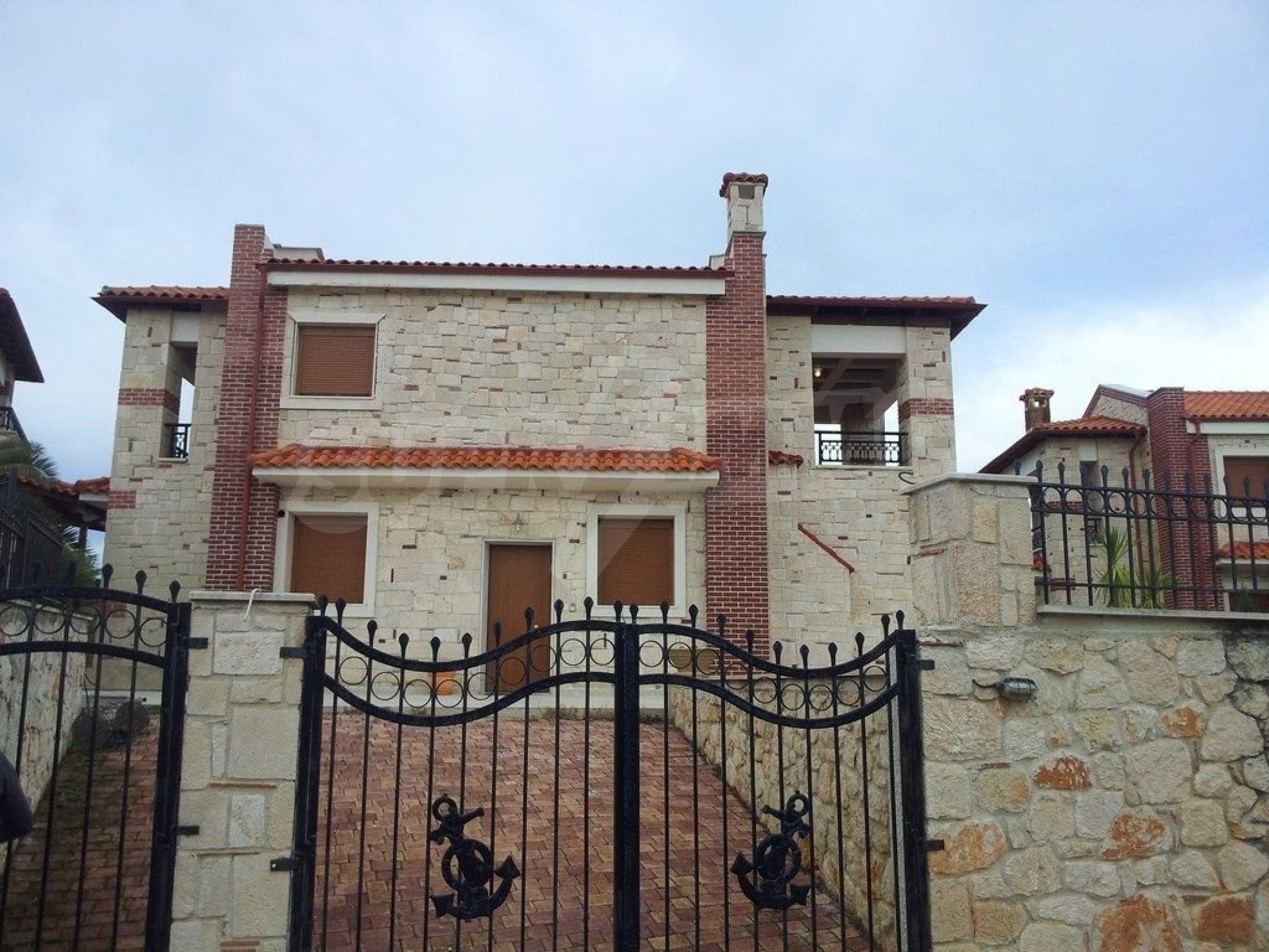 Къща  в  Афитос 12