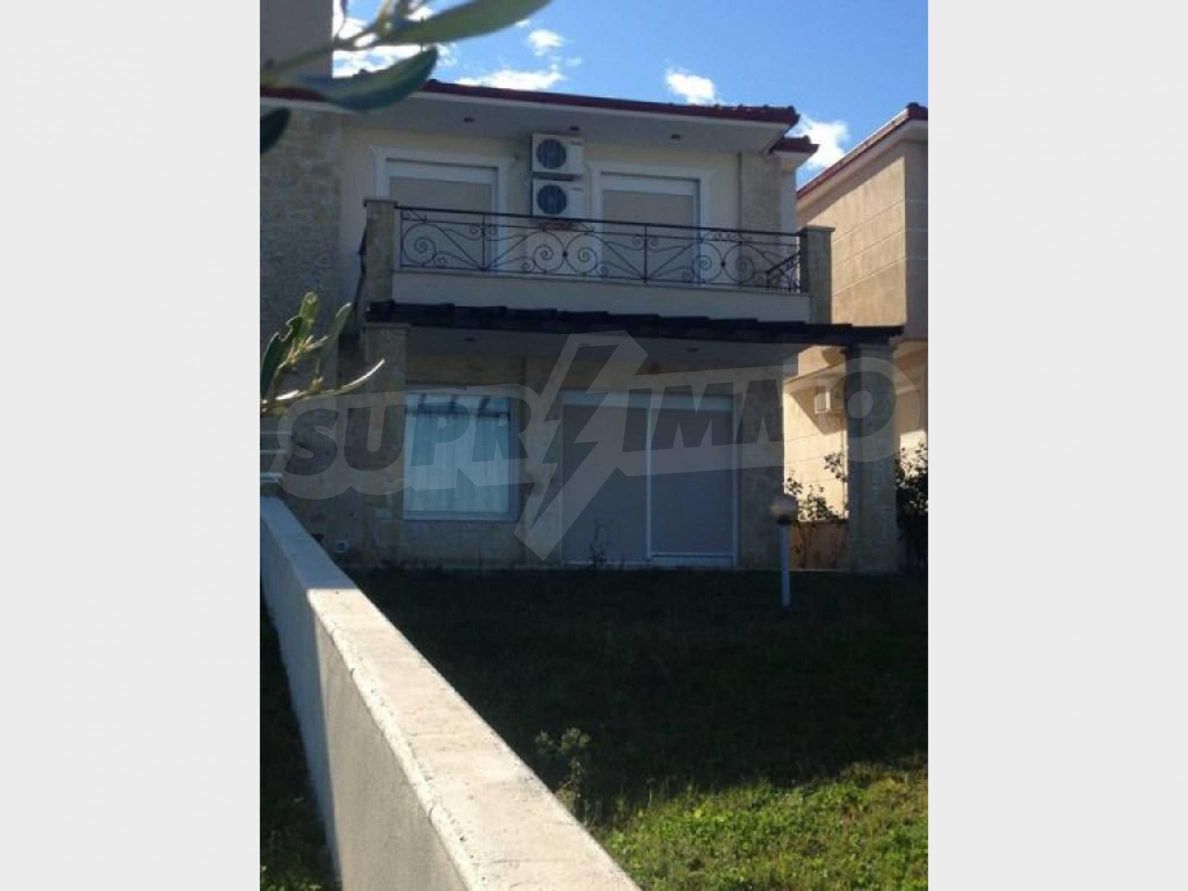 Къща  в  Пефкохори 10