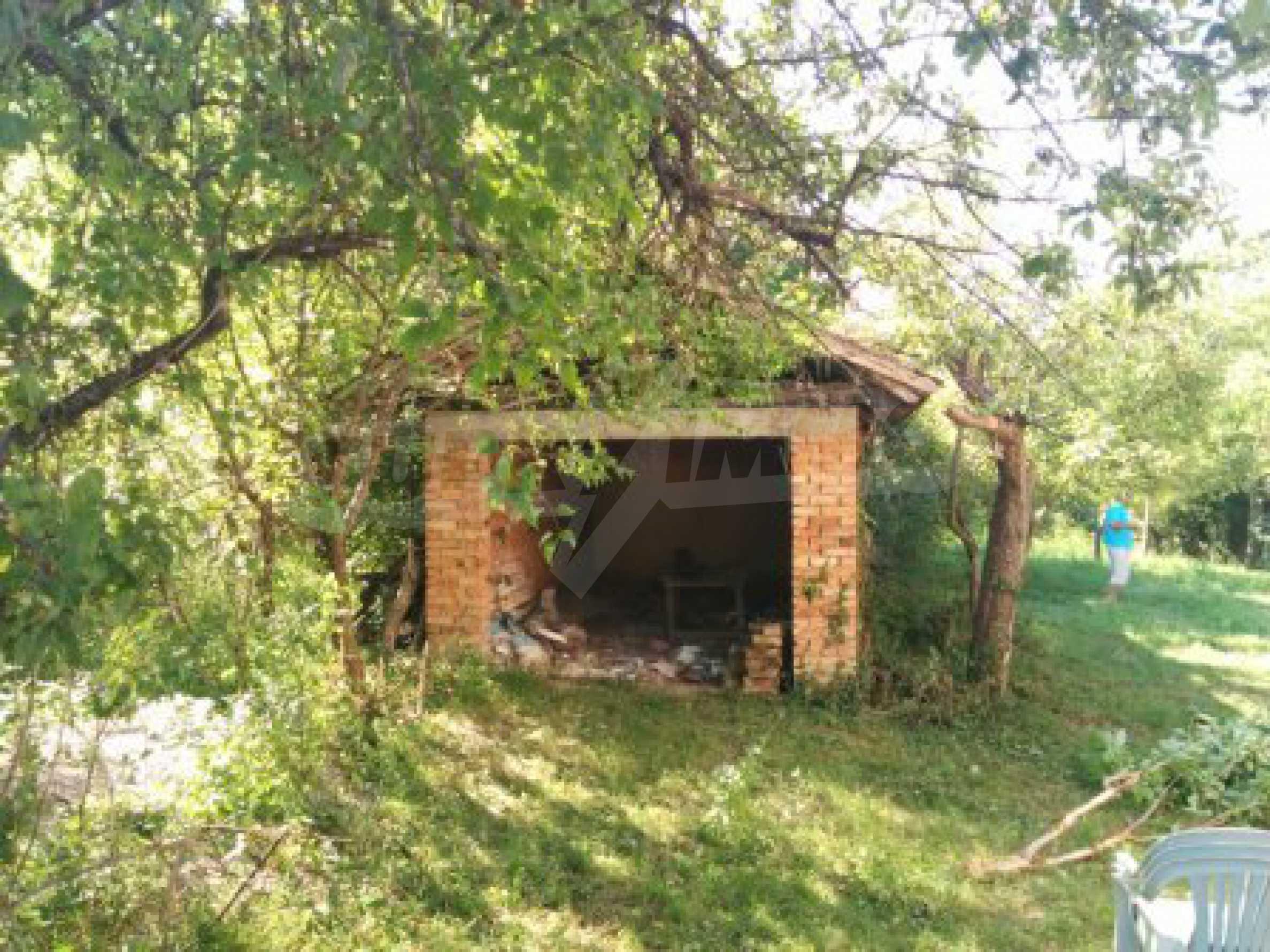 Двуетажна къща с гараж само на 90 км от град София  7