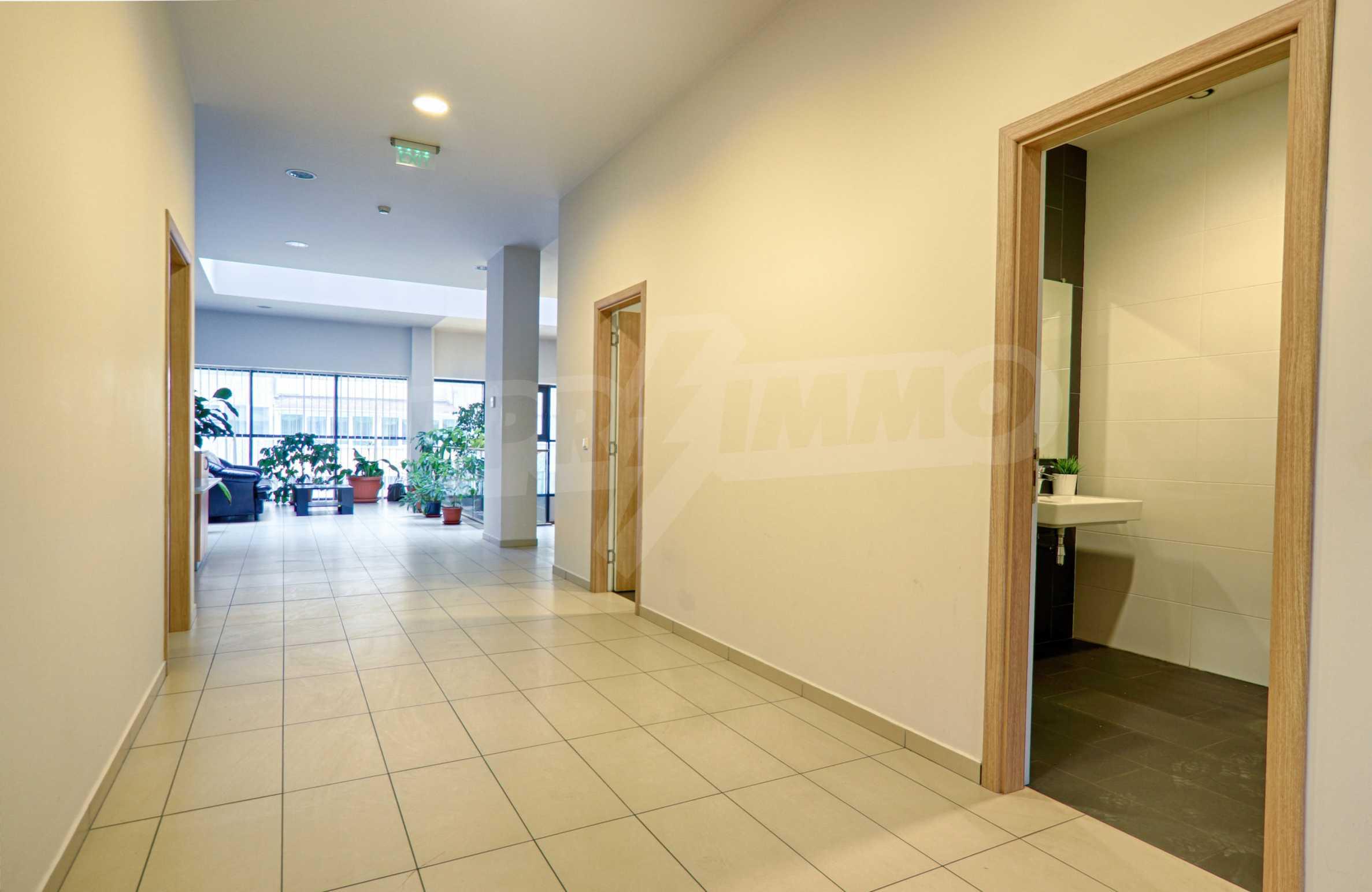 Впечатляващ офис до хотел Плиска 9