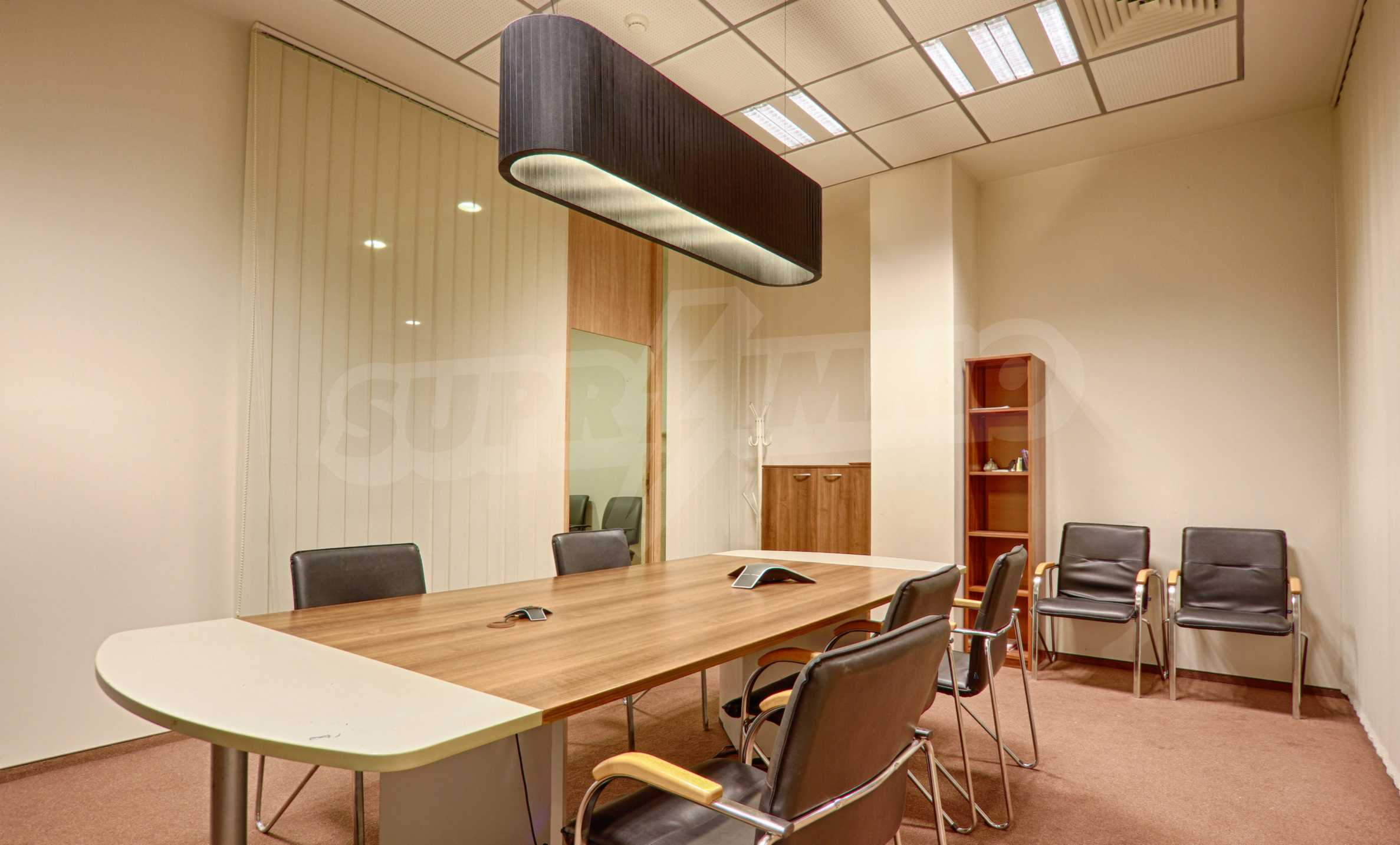 Впечатляващ офис до хотел Плиска 12