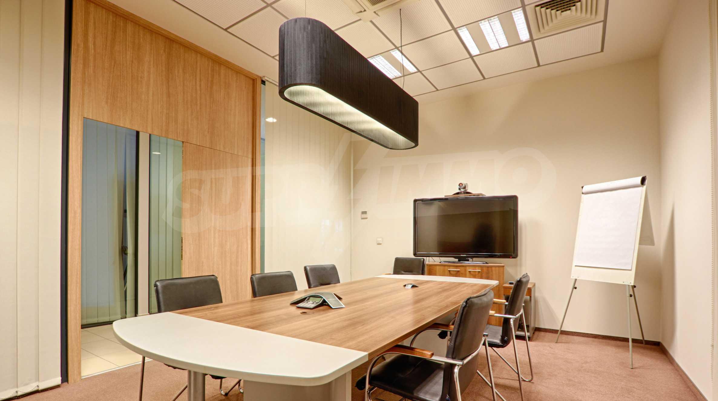 Впечатляващ офис до хотел Плиска 13