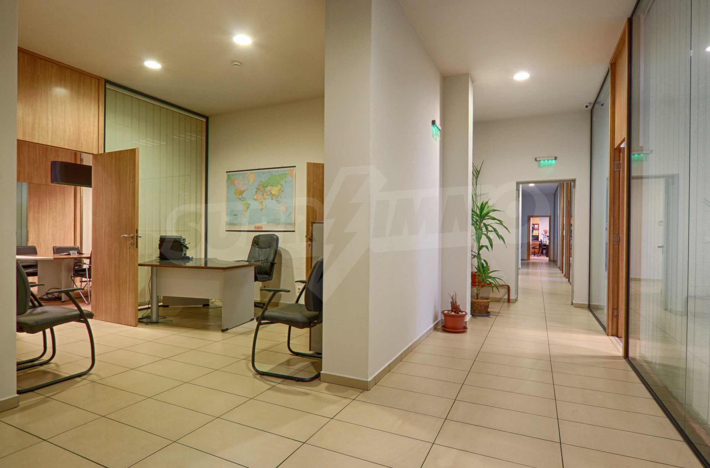 Впечатляващ офис до хотел Плиска 14