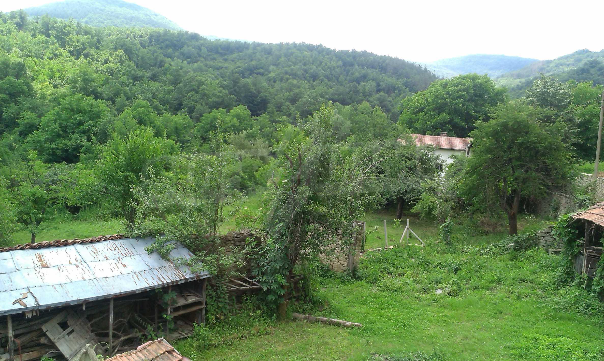 Тухлена двуетажна къща само на 22 км от Велико Търново  12