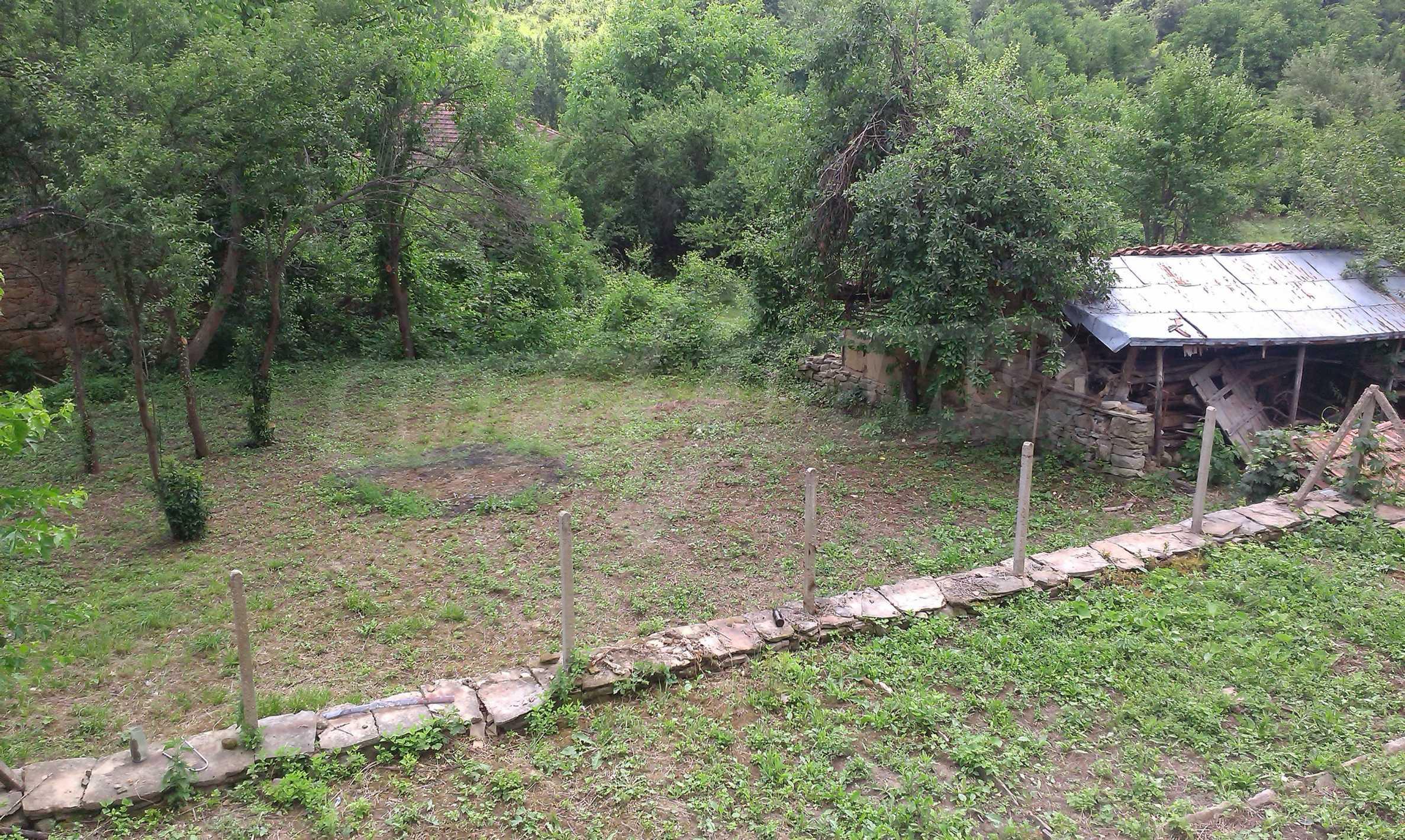 Тухлена двуетажна къща само на 22 км от Велико Търново  15