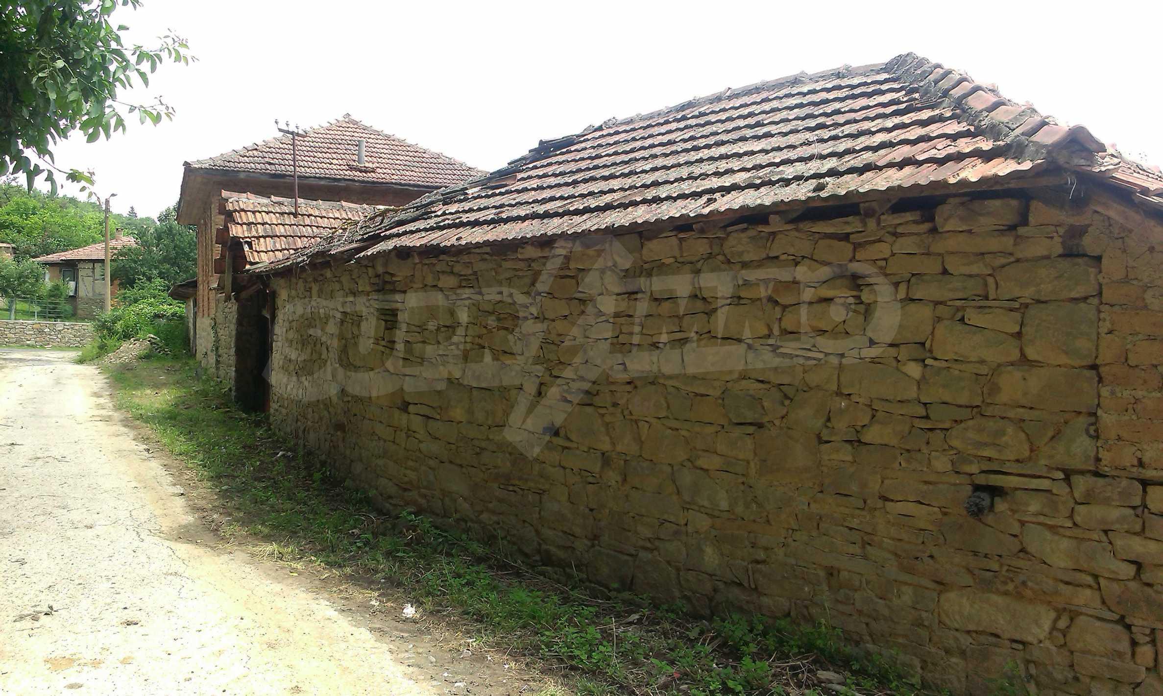 Тухлена двуетажна къща само на 22 км от Велико Търново  19