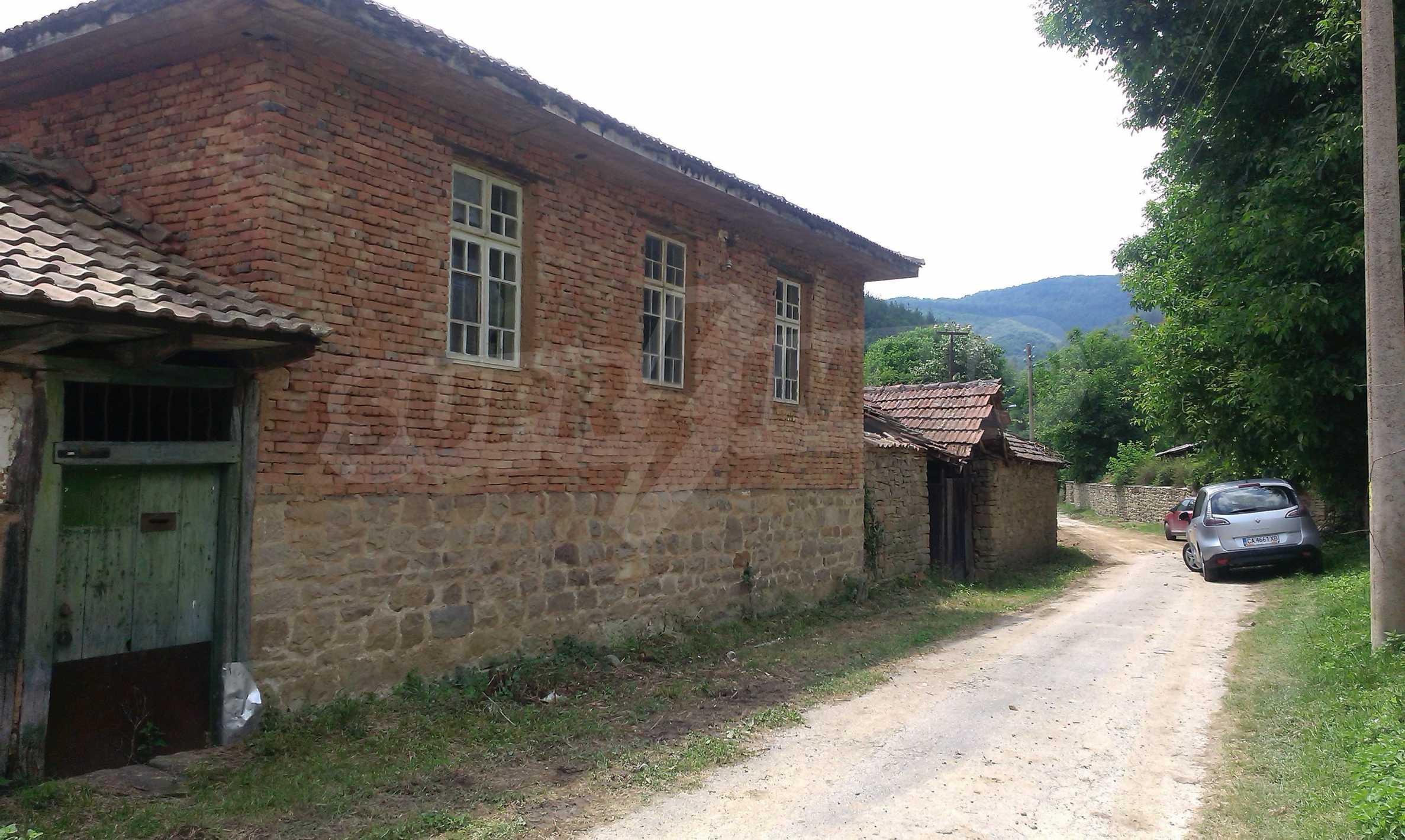 Тухлена двуетажна къща само на 22 км от Велико Търново  22