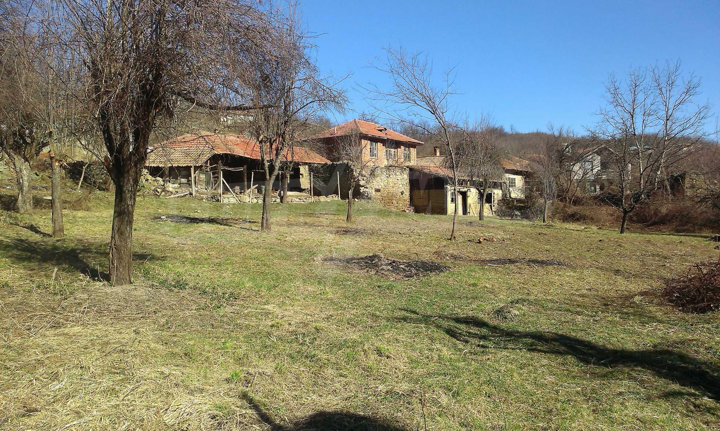 Тухлена двуетажна къща само на 22 км от Велико Търново  34