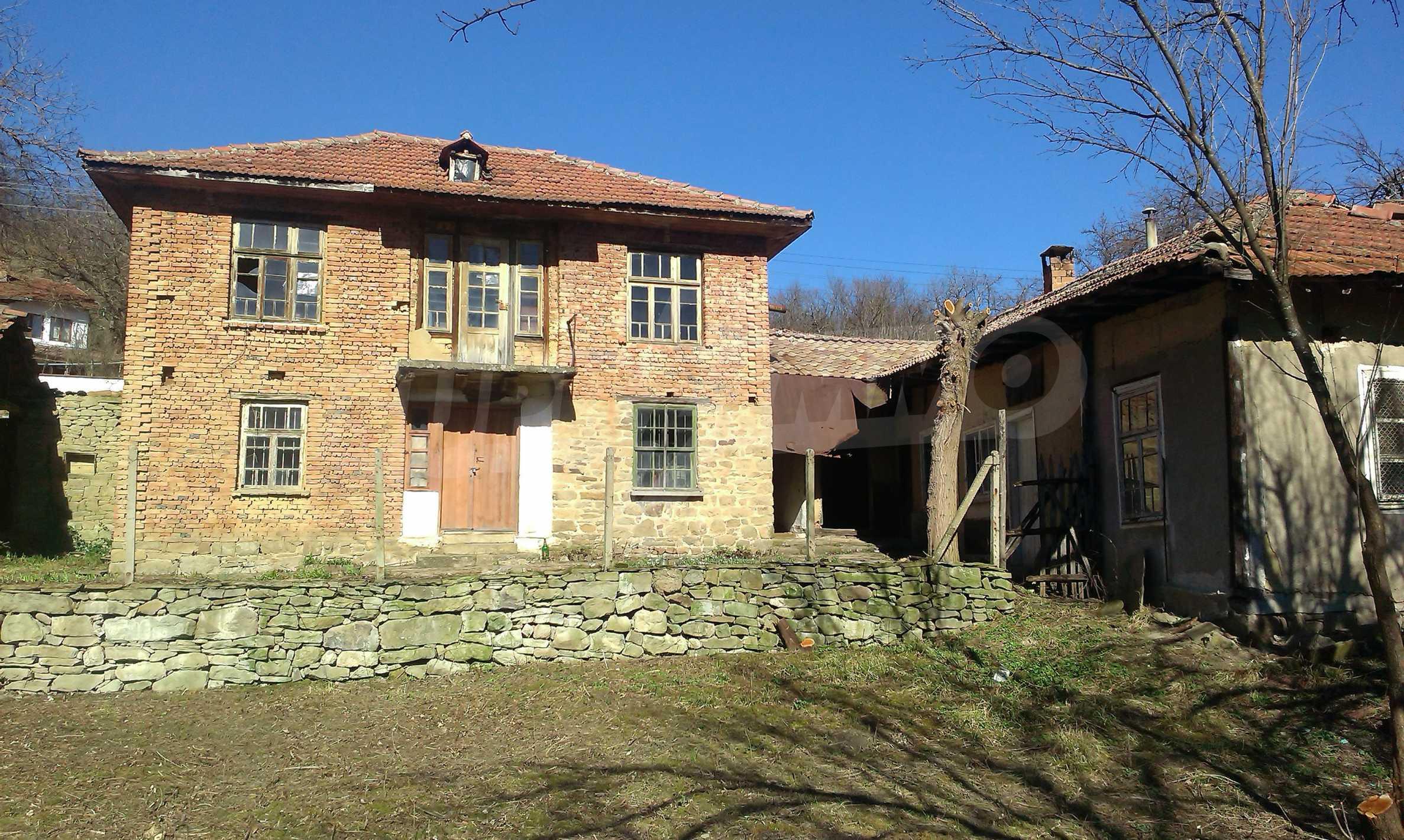 Тухлена двуетажна къща само на 22 км от Велико Търново  42