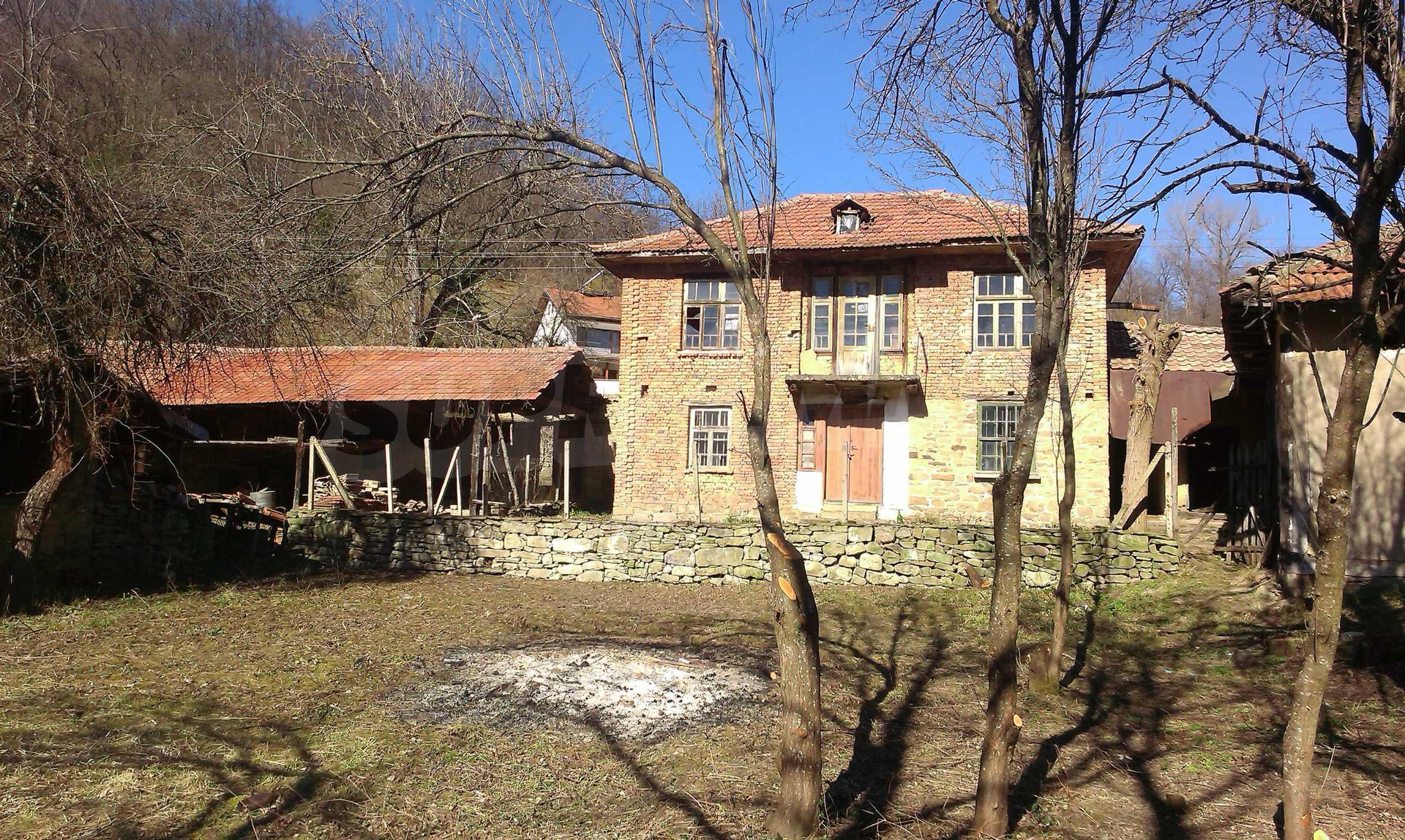 Тухлена двуетажна къща само на 22 км от Велико Търново  43