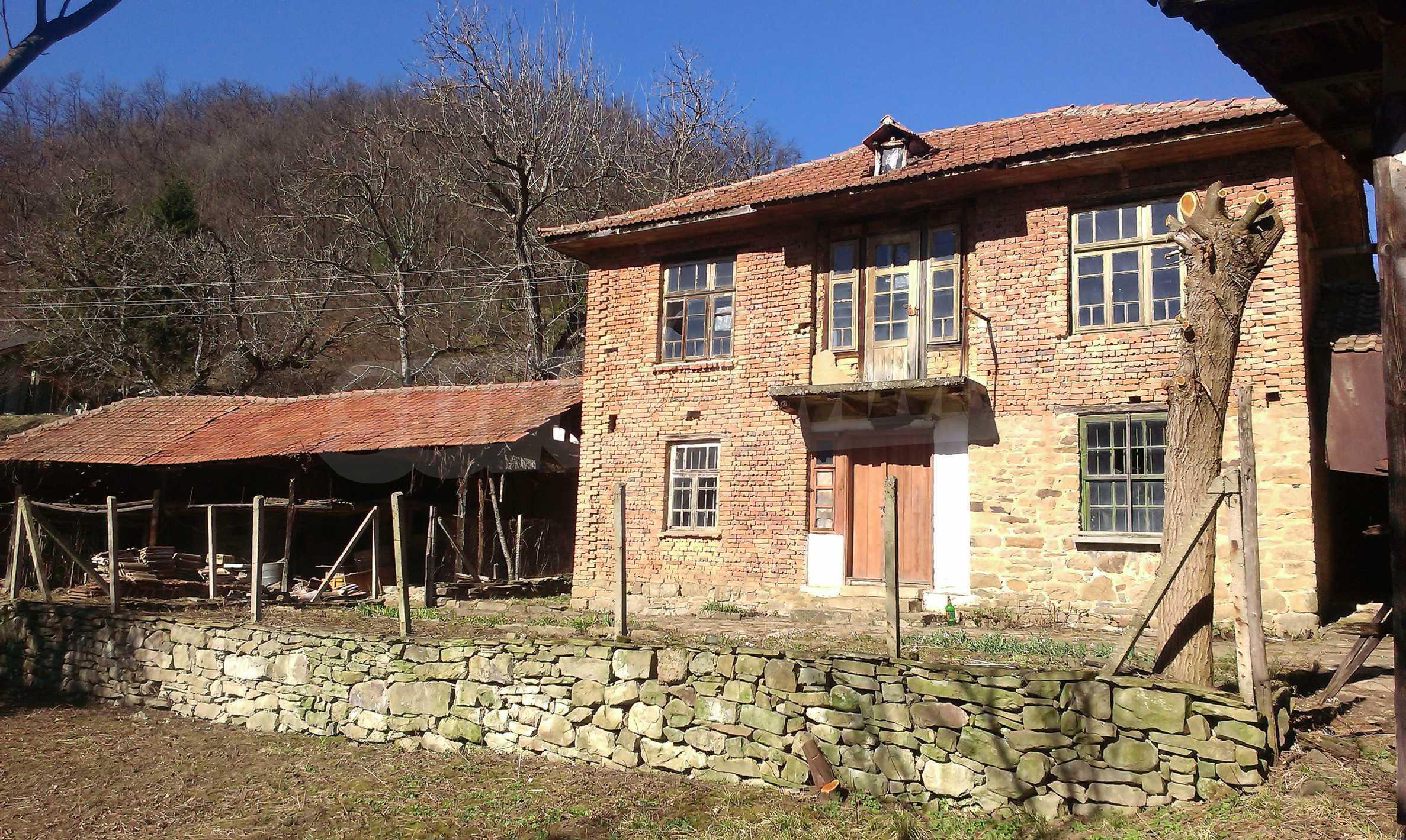 Тухлена двуетажна къща само на 22 км от Велико Търново  45