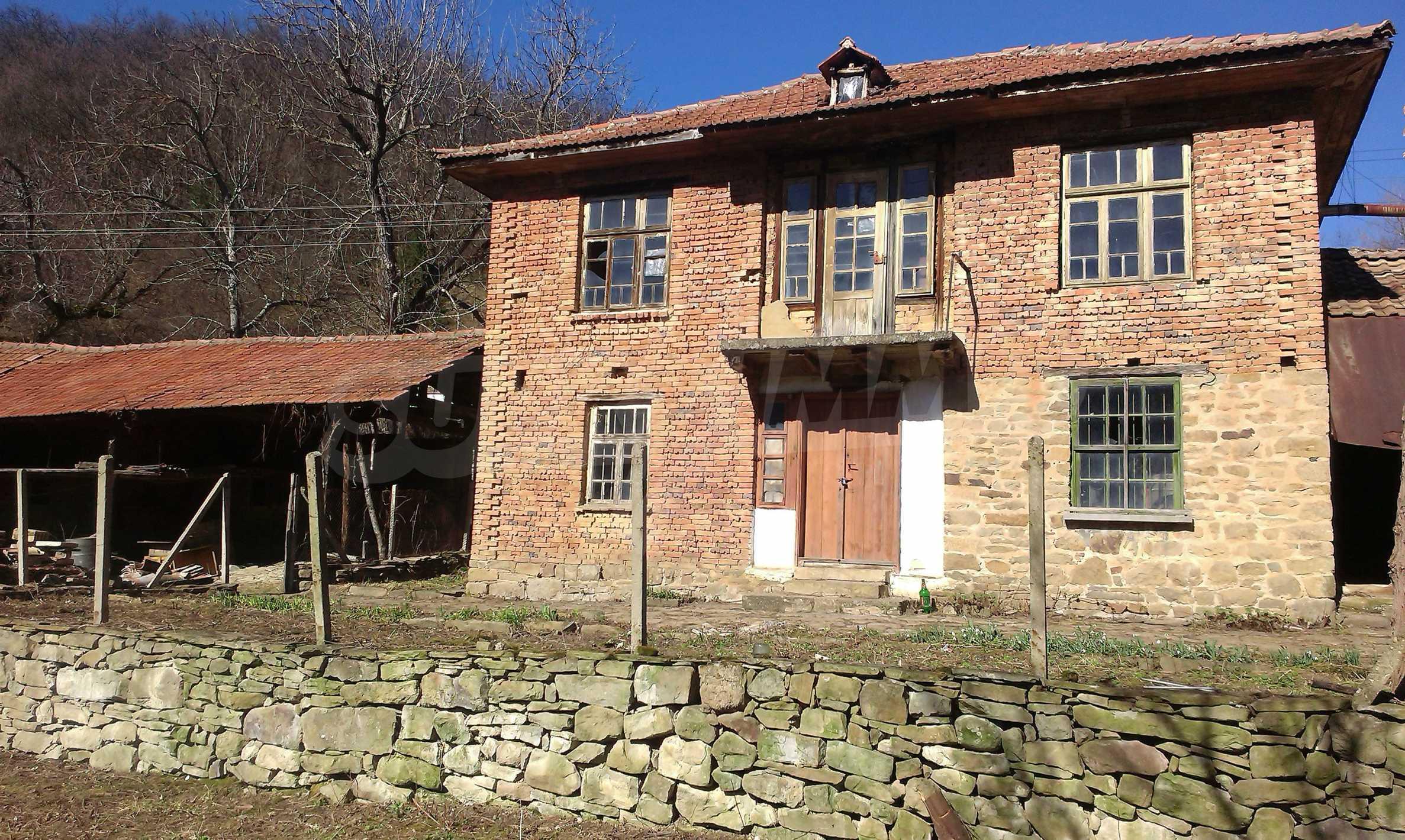 Тухлена двуетажна къща само на 22 км от Велико Търново  47