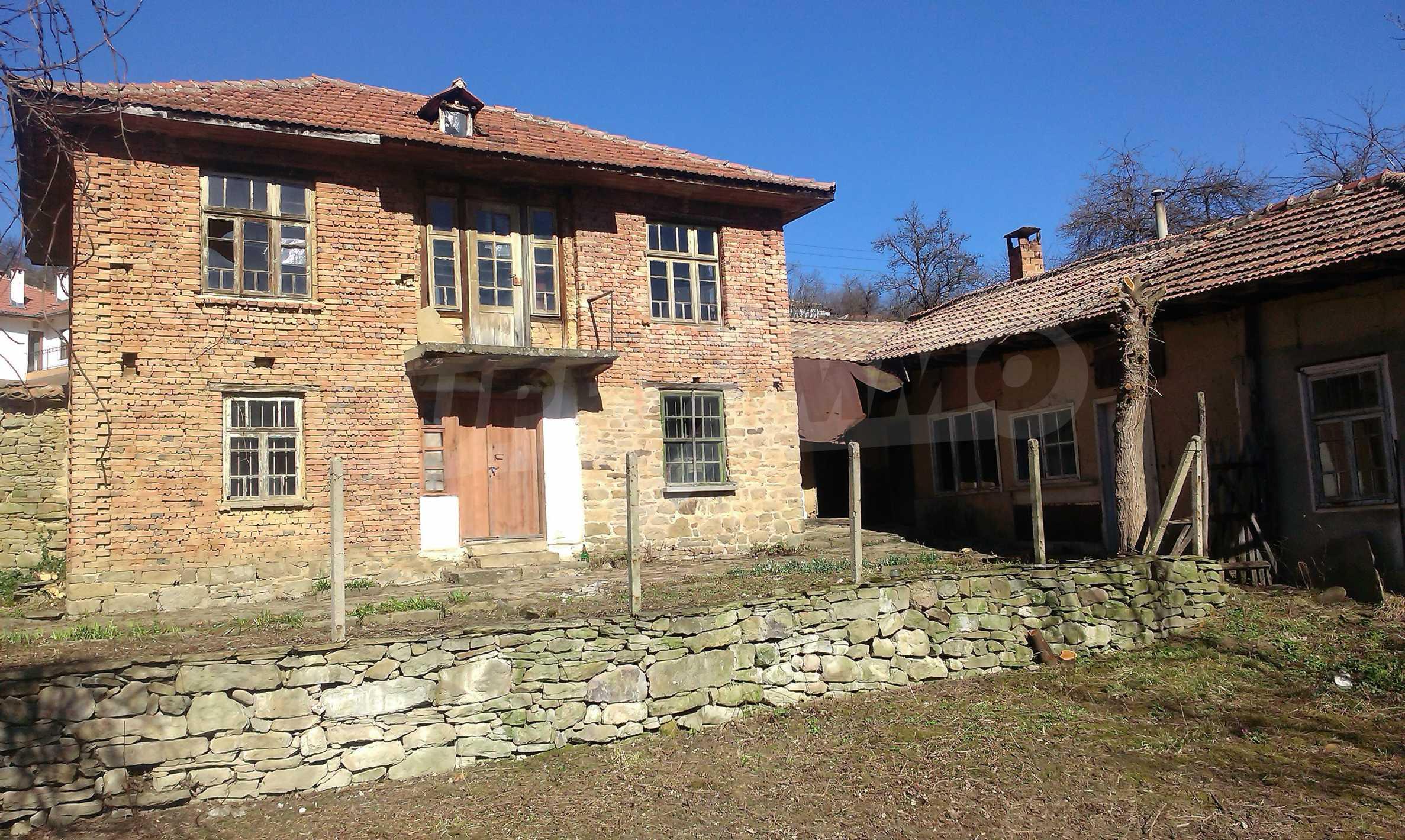 Тухлена двуетажна къща само на 22 км от Велико Търново  48