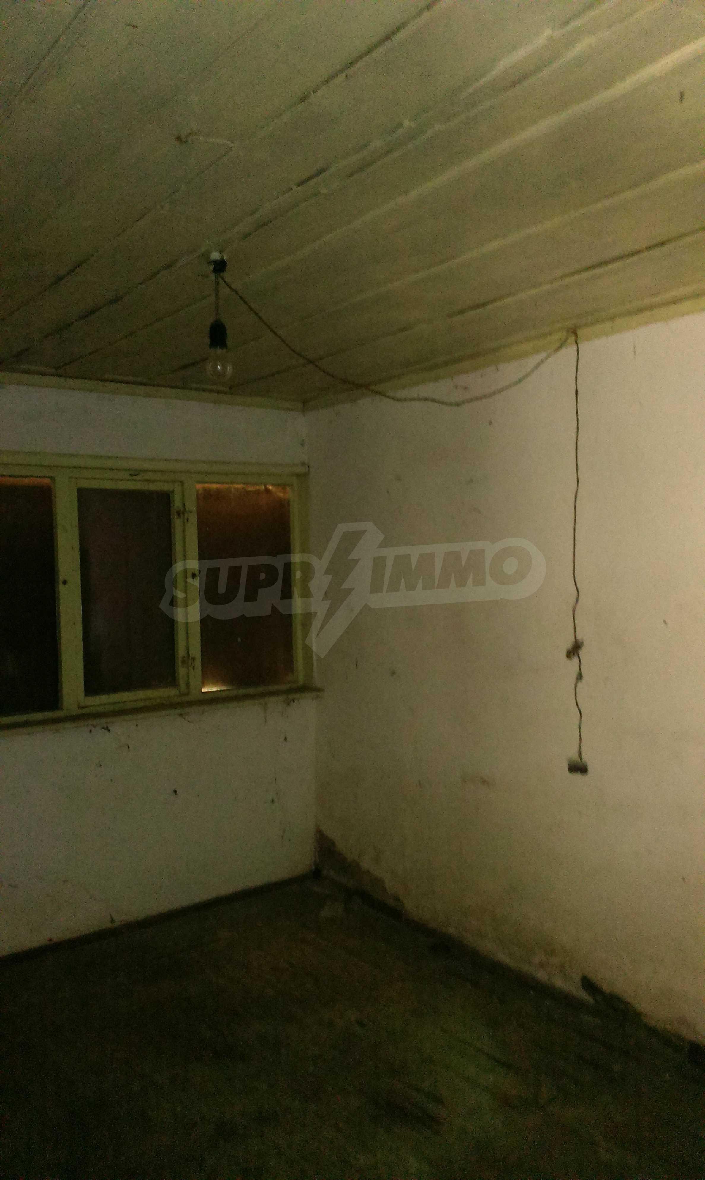Тухлена двуетажна къща само на 22 км от Велико Търново  51