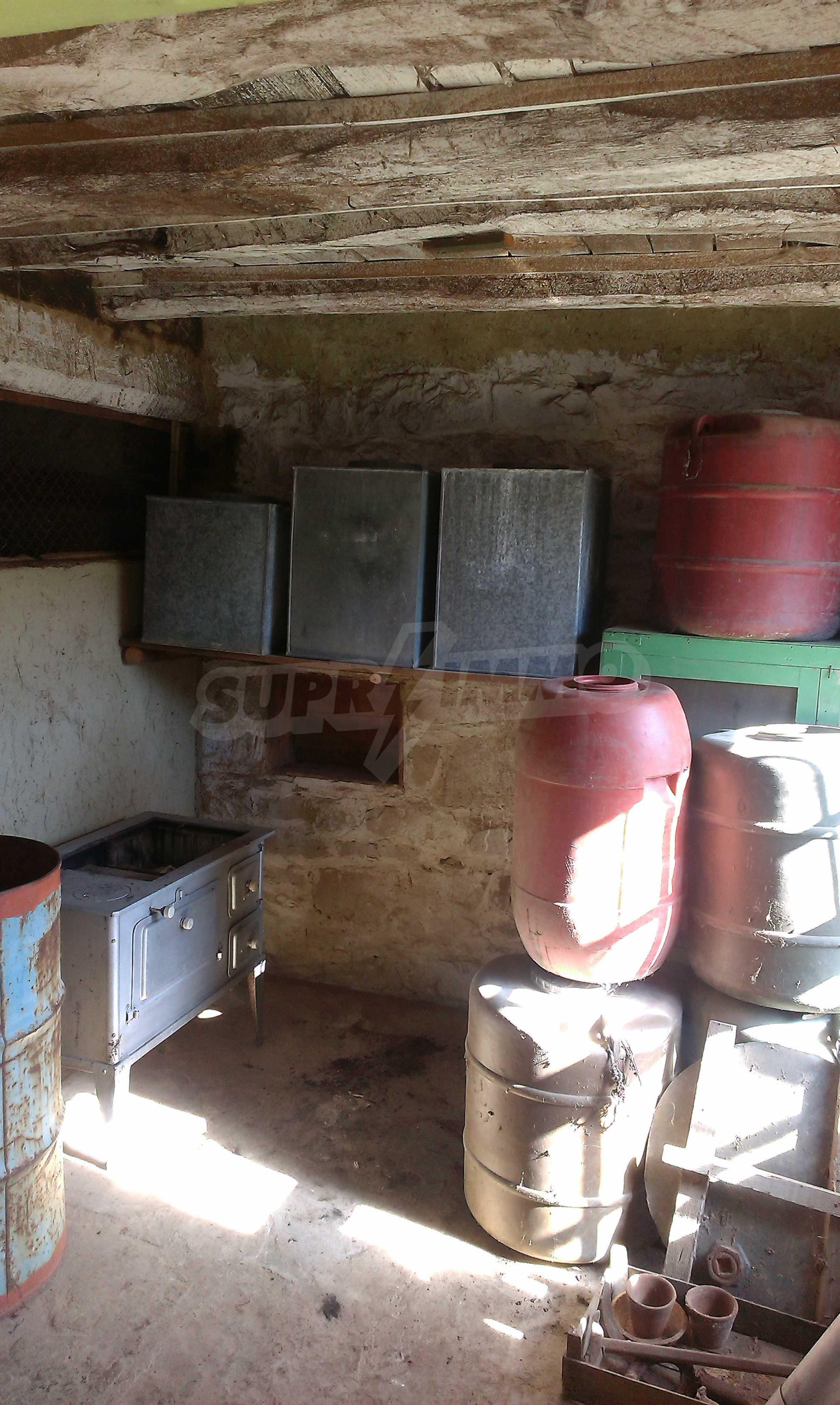 Тухлена двуетажна къща само на 22 км от Велико Търново  53