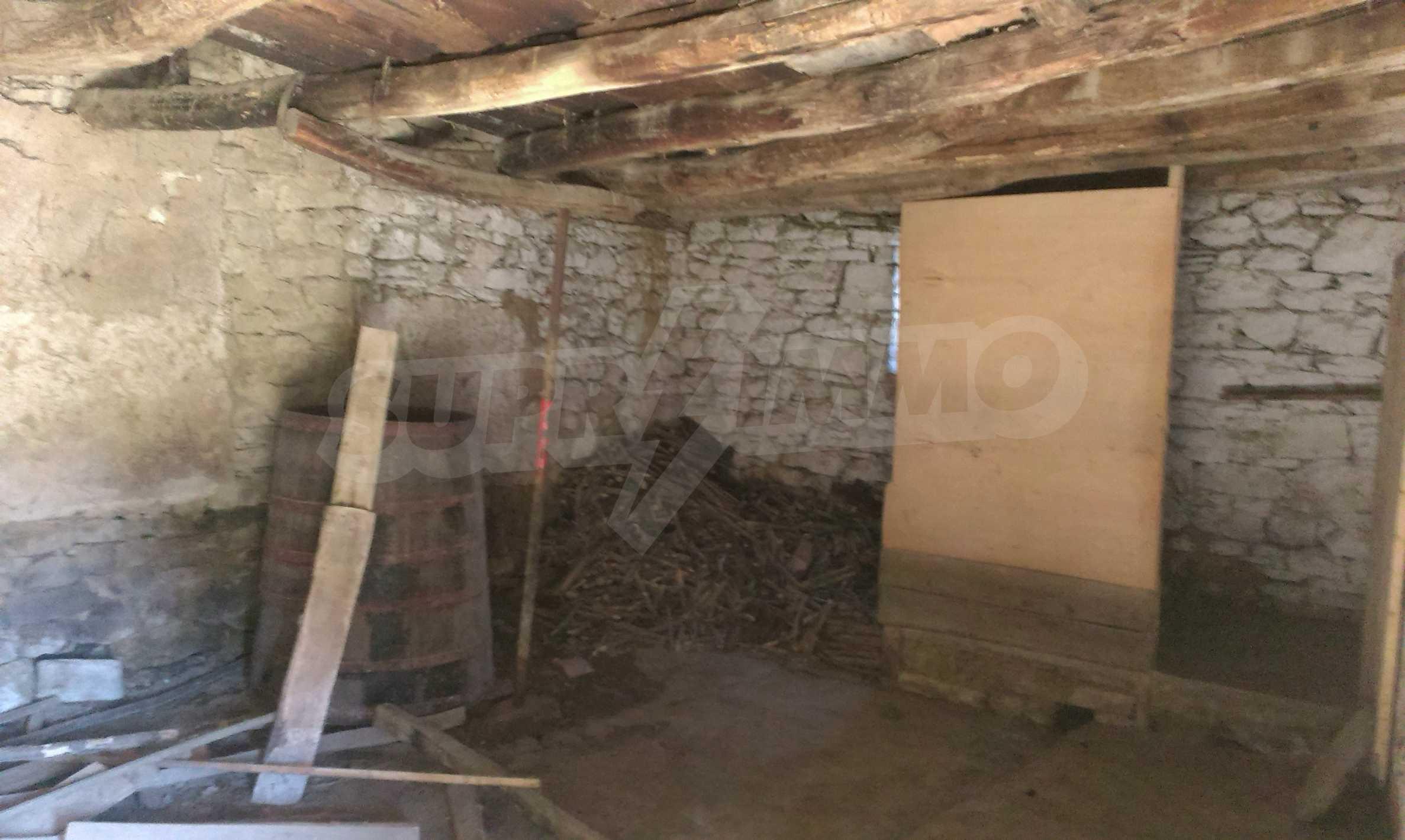 Тухлена двуетажна къща само на 22 км от Велико Търново  60