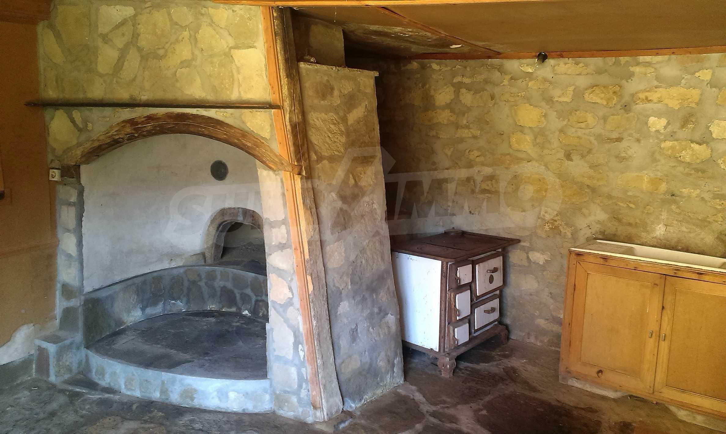 Тухлена двуетажна къща само на 22 км от Велико Търново  61