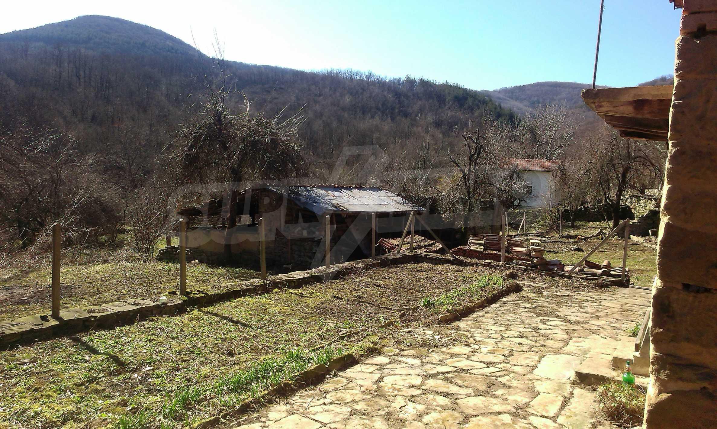 Тухлена двуетажна къща само на 22 км от Велико Търново  63