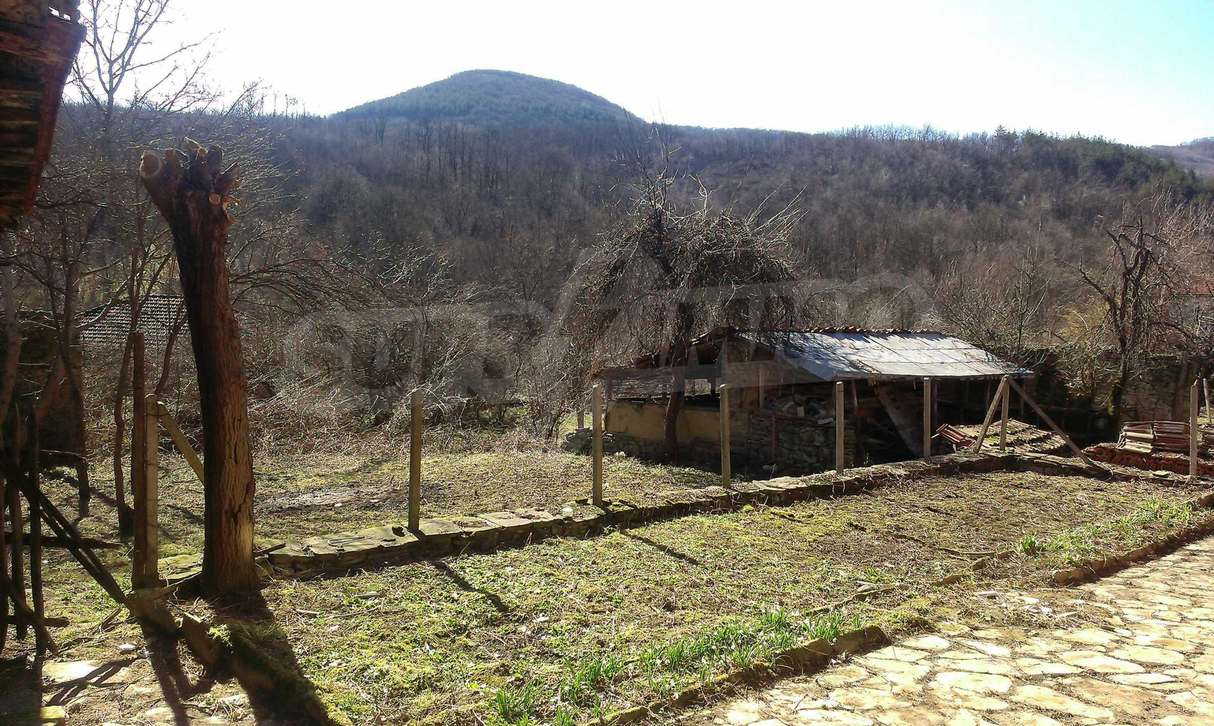 Тухлена двуетажна къща само на 22 км от Велико Търново  64